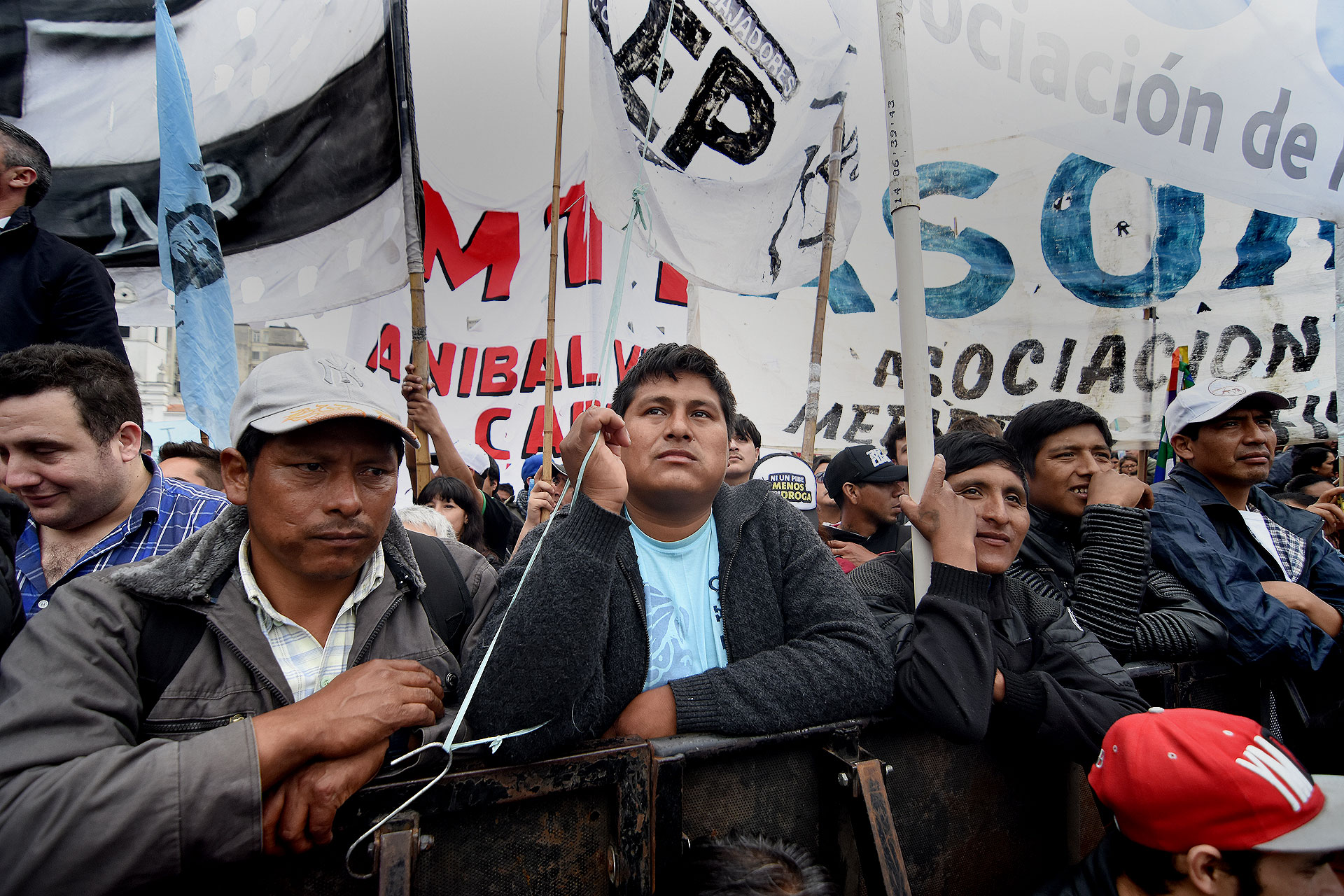 Columnas de manifestantes se concentraron en la plaza, donde se realizó el acto central