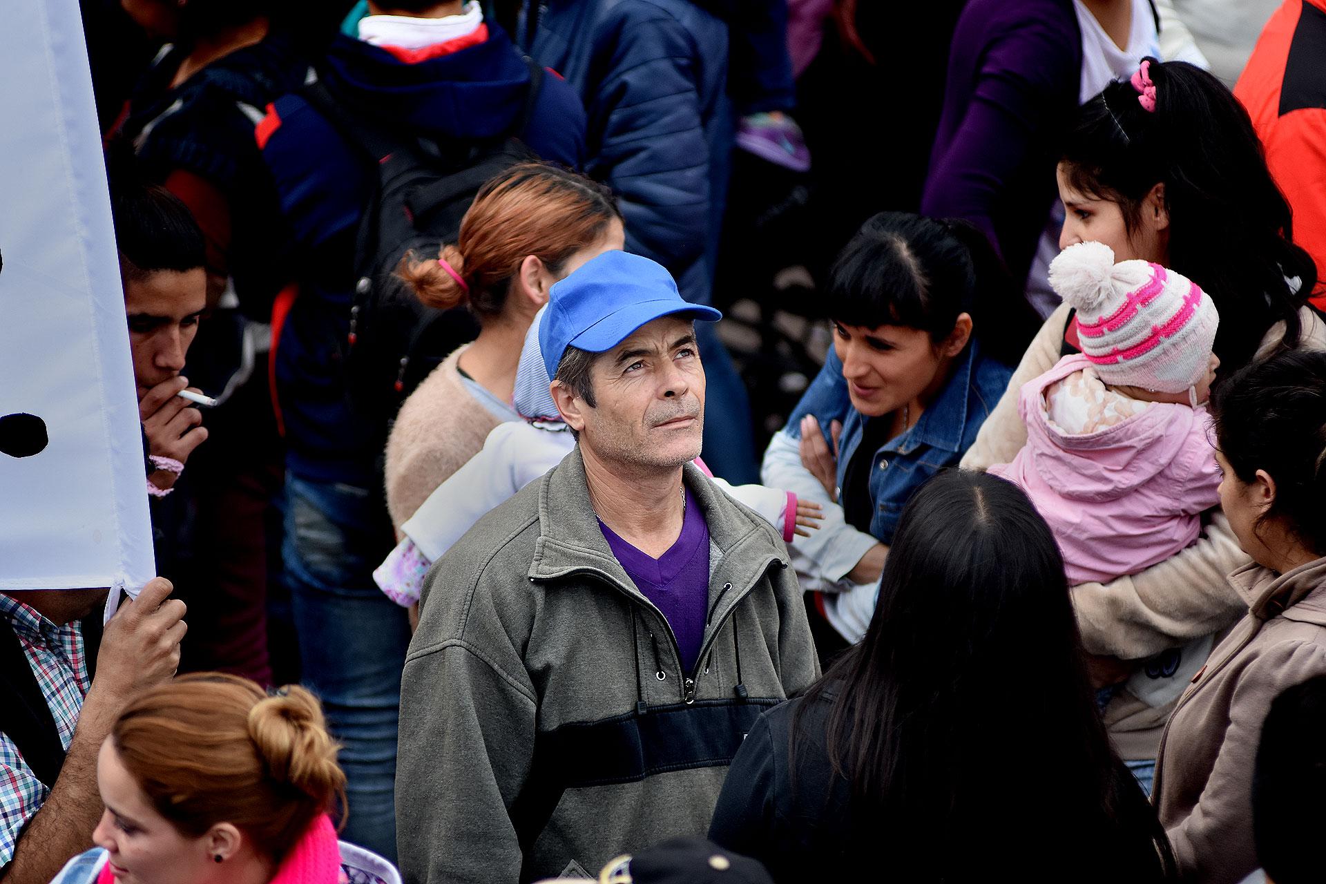 Durante el recorrido, que comenzó cerca de las 9:30, los manifestantes sumaron paradas en Plaza Flores y en Plaza Miserere