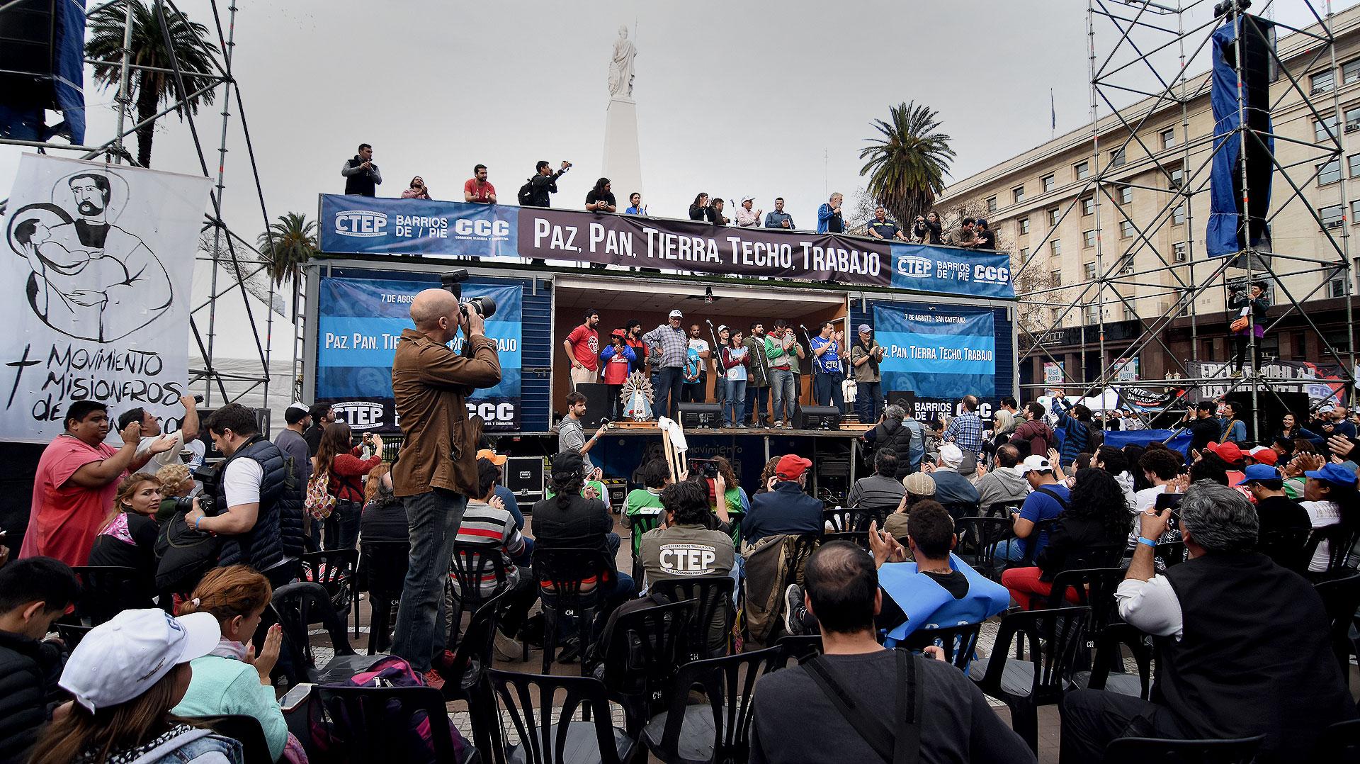 El acto central fue encabezado por el coordinador nacional de Barrios de Pie, Daniel Menéndez