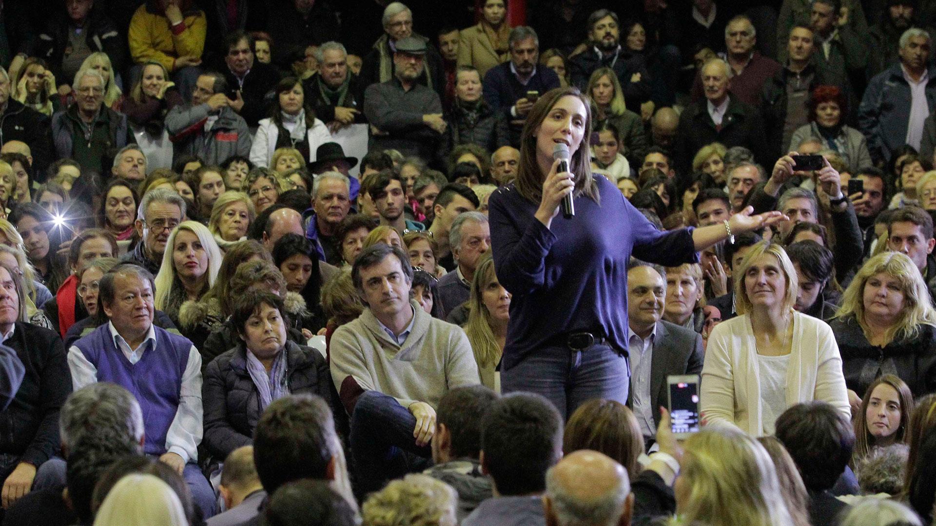 La gobernadora María Eugenia Vidal encabezó un acto de campaña junto a los candidatos bonaerenses de Cambiemos en la provincia en el club Quilmes de Mar del Plata