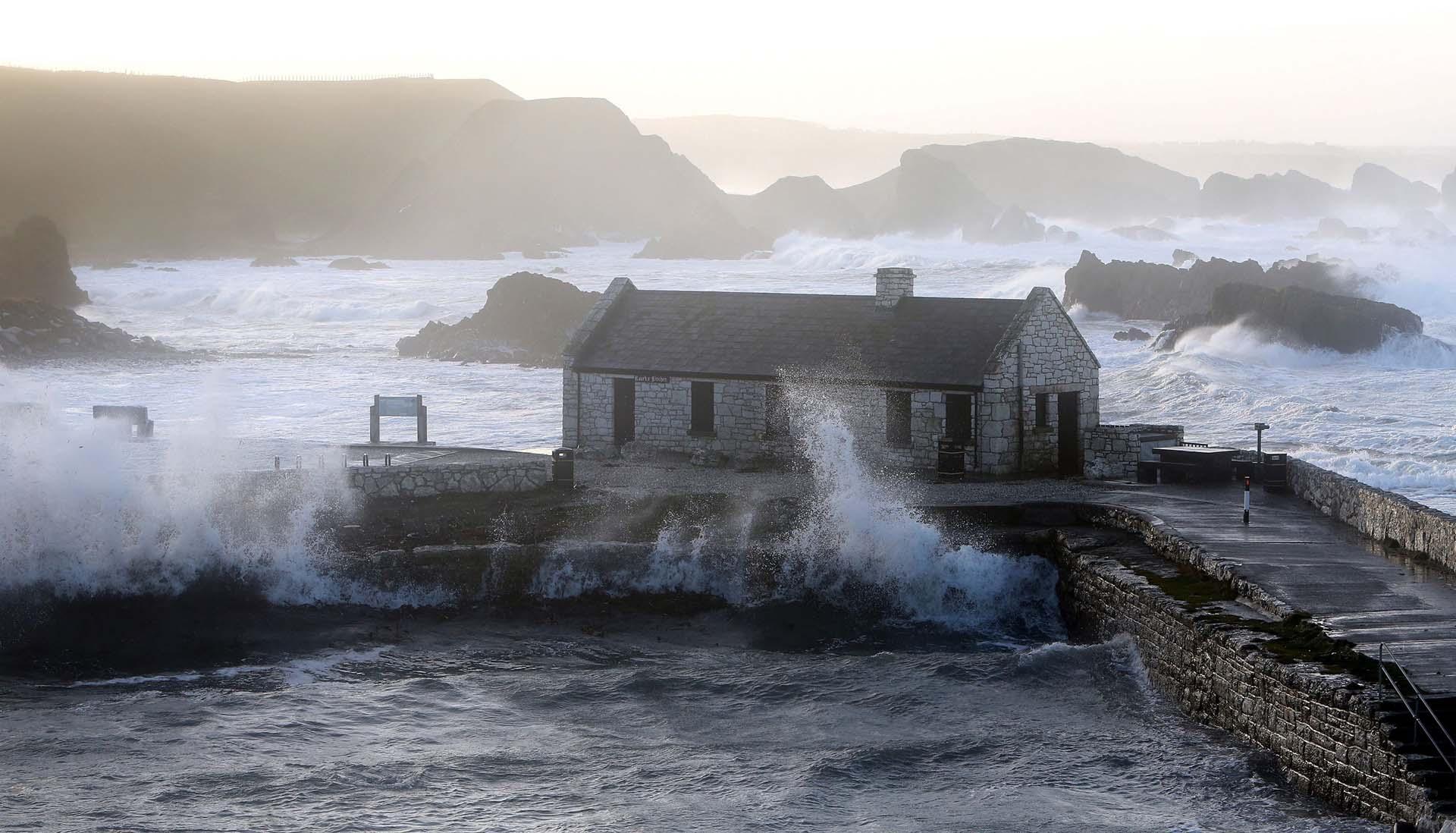 Con el tiempo desagradable constantemente golpeando, Ballintoy, una aldea tempestuosa en Irlanda del Norte, no es de extrañar por qué este lugar fue elegido como Pyke, el asiento de la Casa Greyjoy
