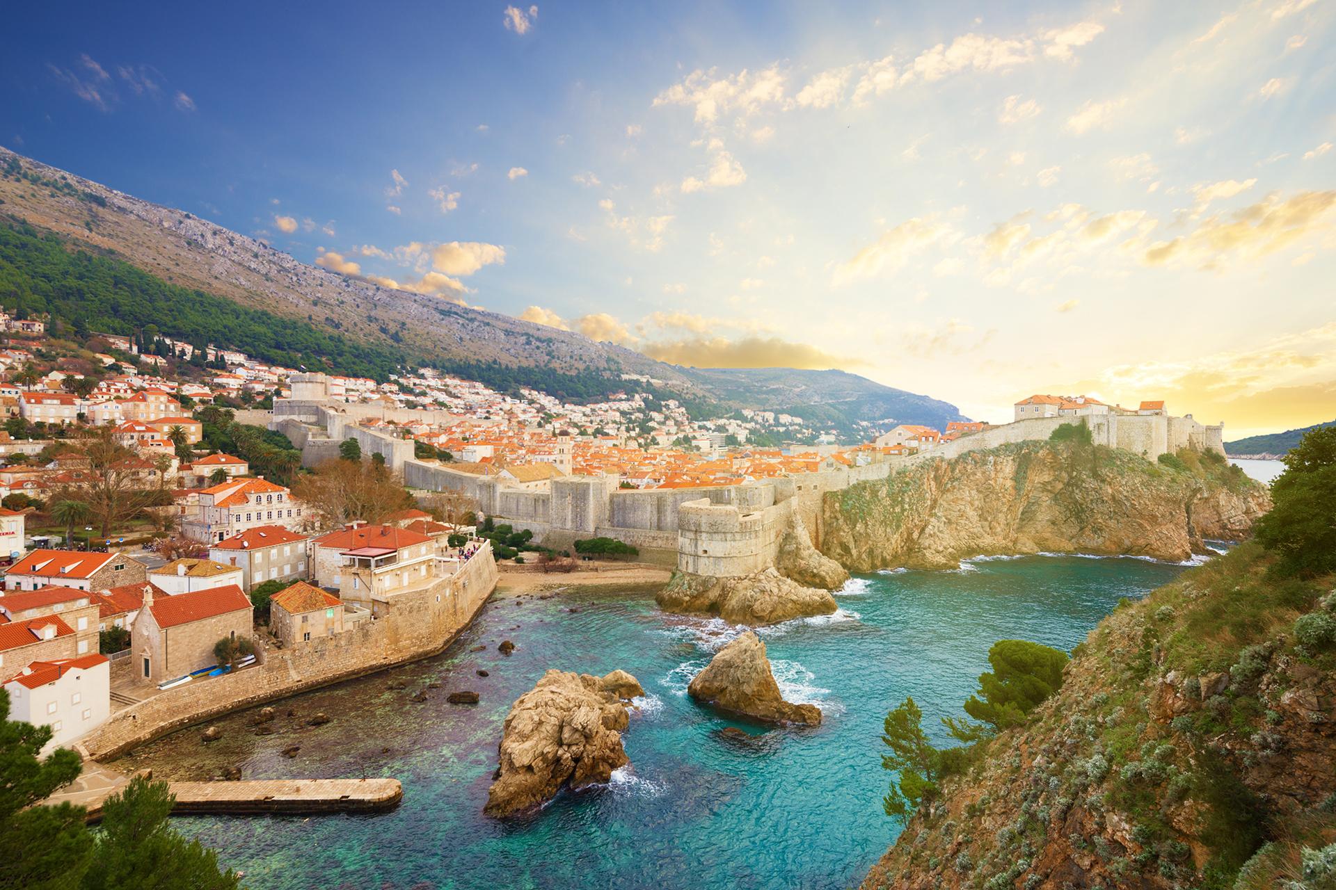 King's Landing se ha convertido en una vista bastante familiar para los espectadores obsesionados con Westeros. La actual ciudad amurallada de Dubrovnik en Croacia ofrece hermosas vistas y experiencias para los residentes y viajeros
