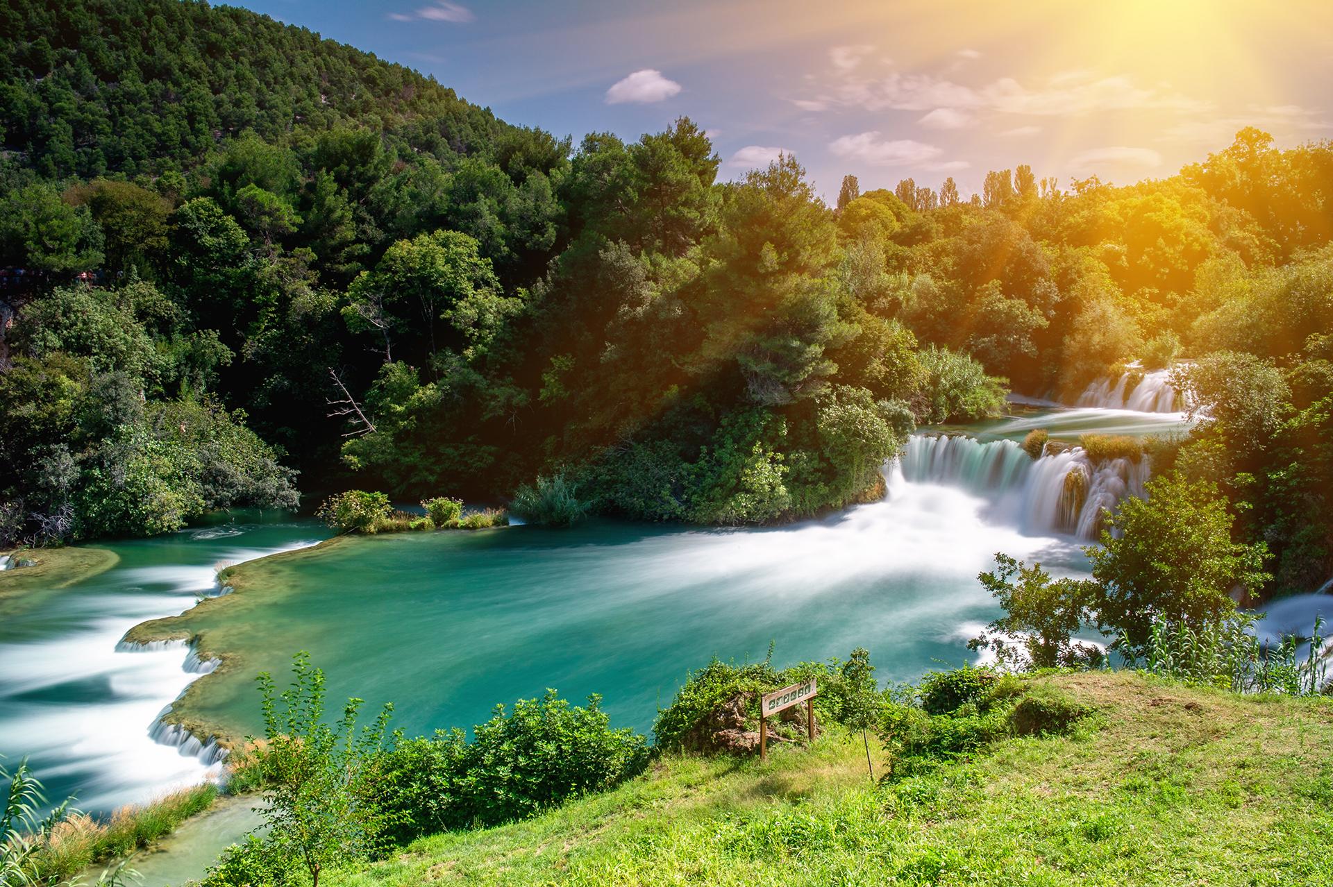 El Parque Nacional de Krka, en el sur de Croacia, con sus cascadas y hermosas aguas pintorescas, ha sido utilizado en escenas que representan diferentes lugares a lo largo de los siete reinos