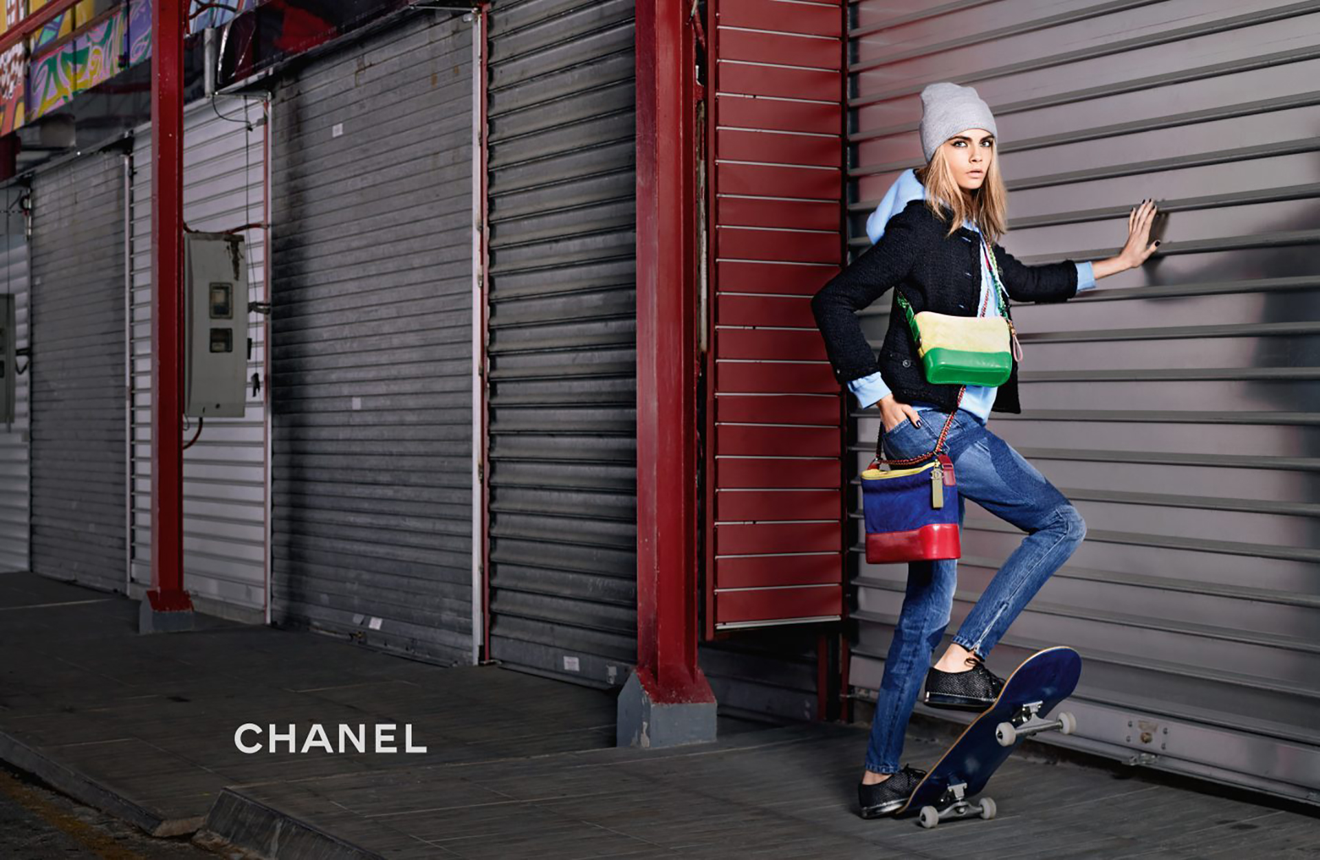 El diseño fue actualizado en 1948, otra vez en los años 80 por Karl Lagerfeld. En 2005, House of Chanel lanzó una réplica del 50 aniversario de la bolsa original.