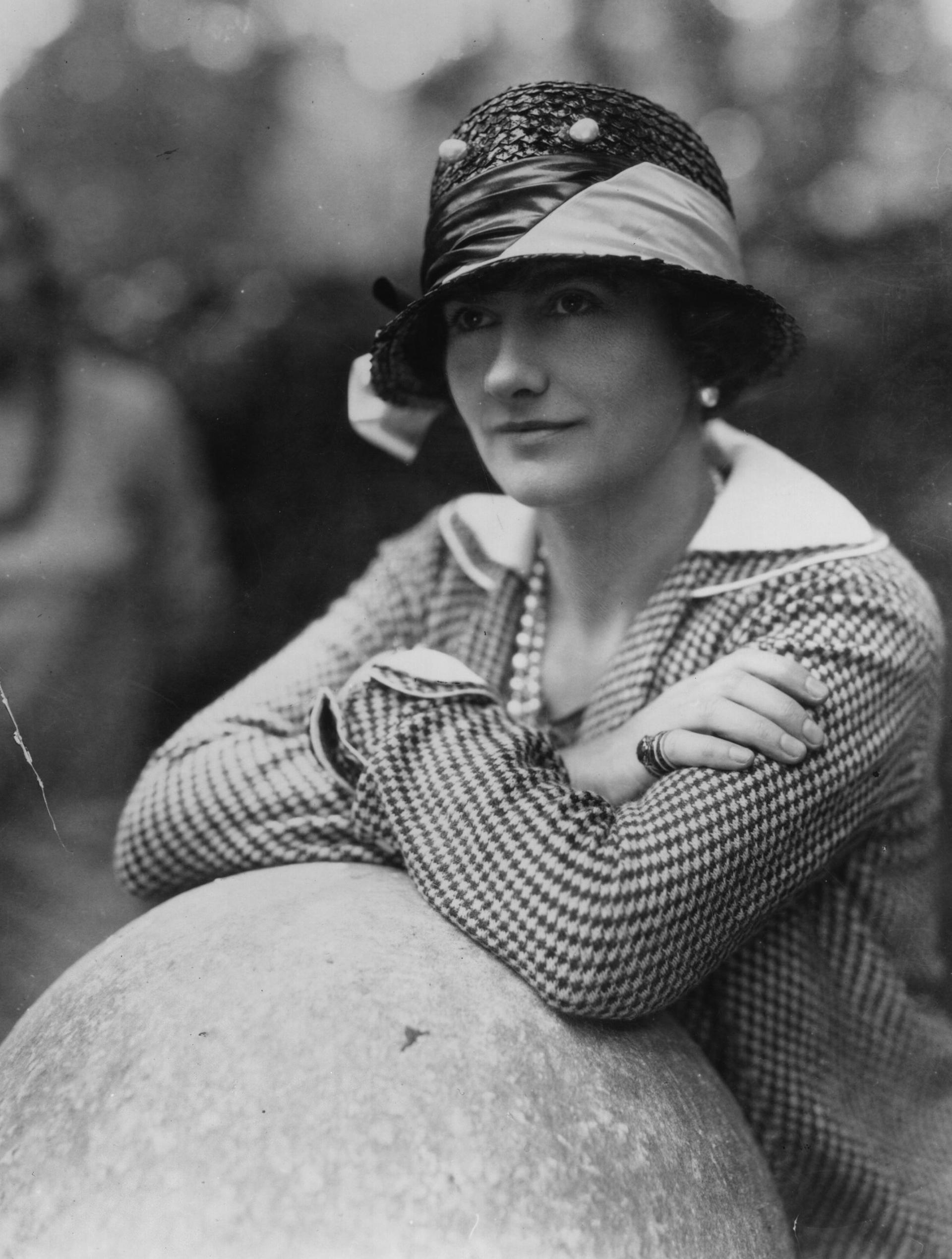 Gabrielle Chanel nació un 19 de agosto de 1883 en la región de Saumur, en el seno de una familia humilde. Se crió en un orfanato donde habría aprendido el oficio (Getty Images)