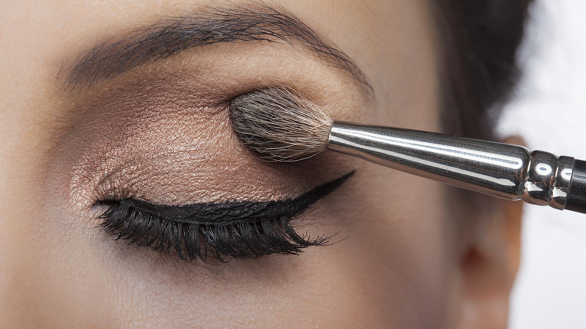 El maquillaje no realizado adecuadamente pone en riesgo la salud ocular (iStock)