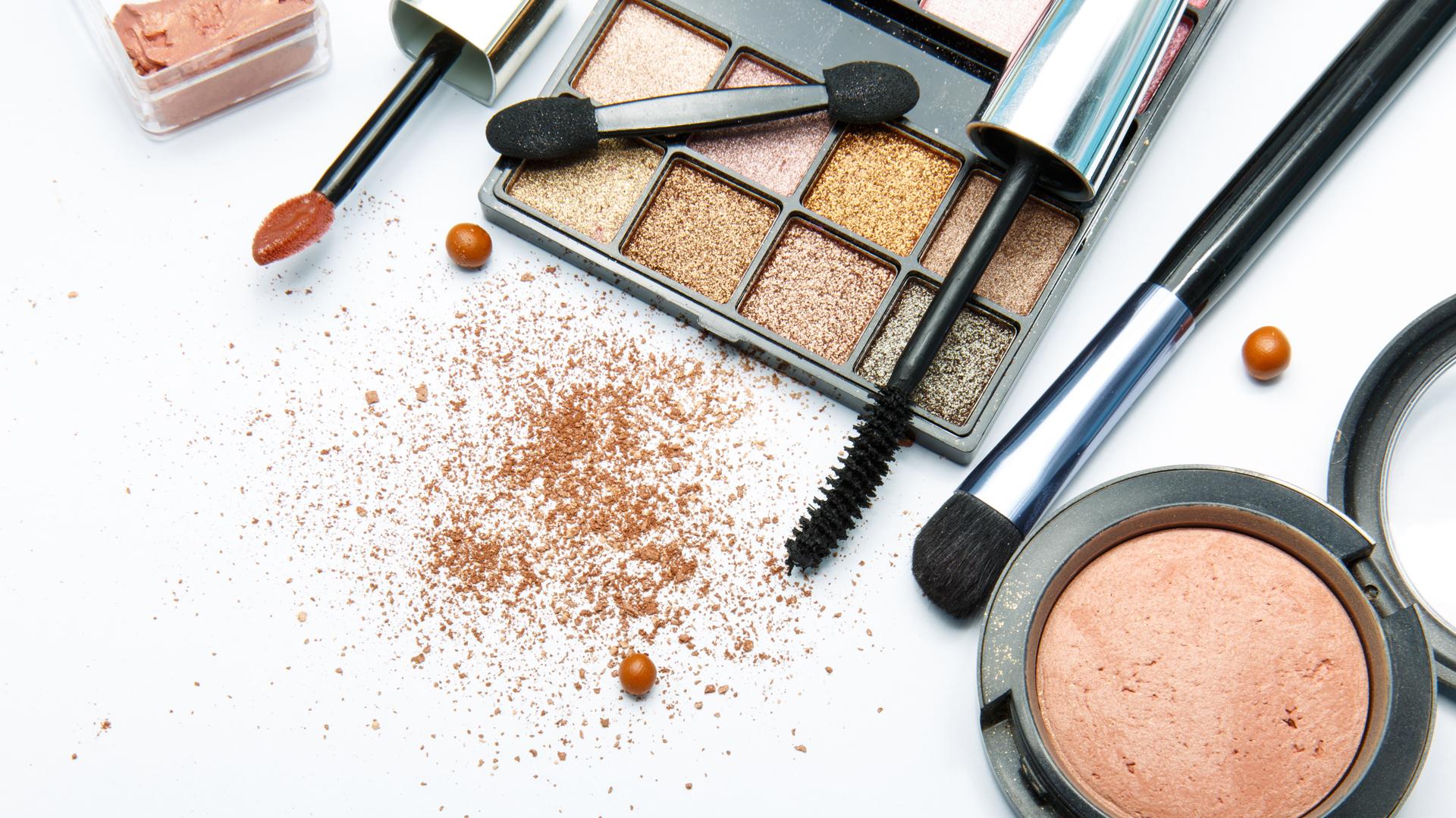 Máscaras, tinturas, pestañas postizas, son muchos los productos para embellecer la mirada (iStock)