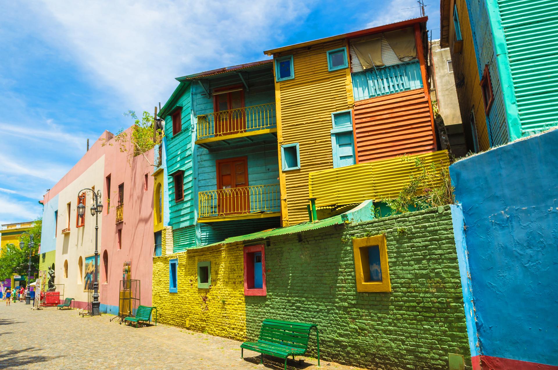 En el barrio porteño de La Boca se encuentra una de las atracciones turísticas de Buenos Aires, Caminito, ícono del tango y de los conventillos (iStock)