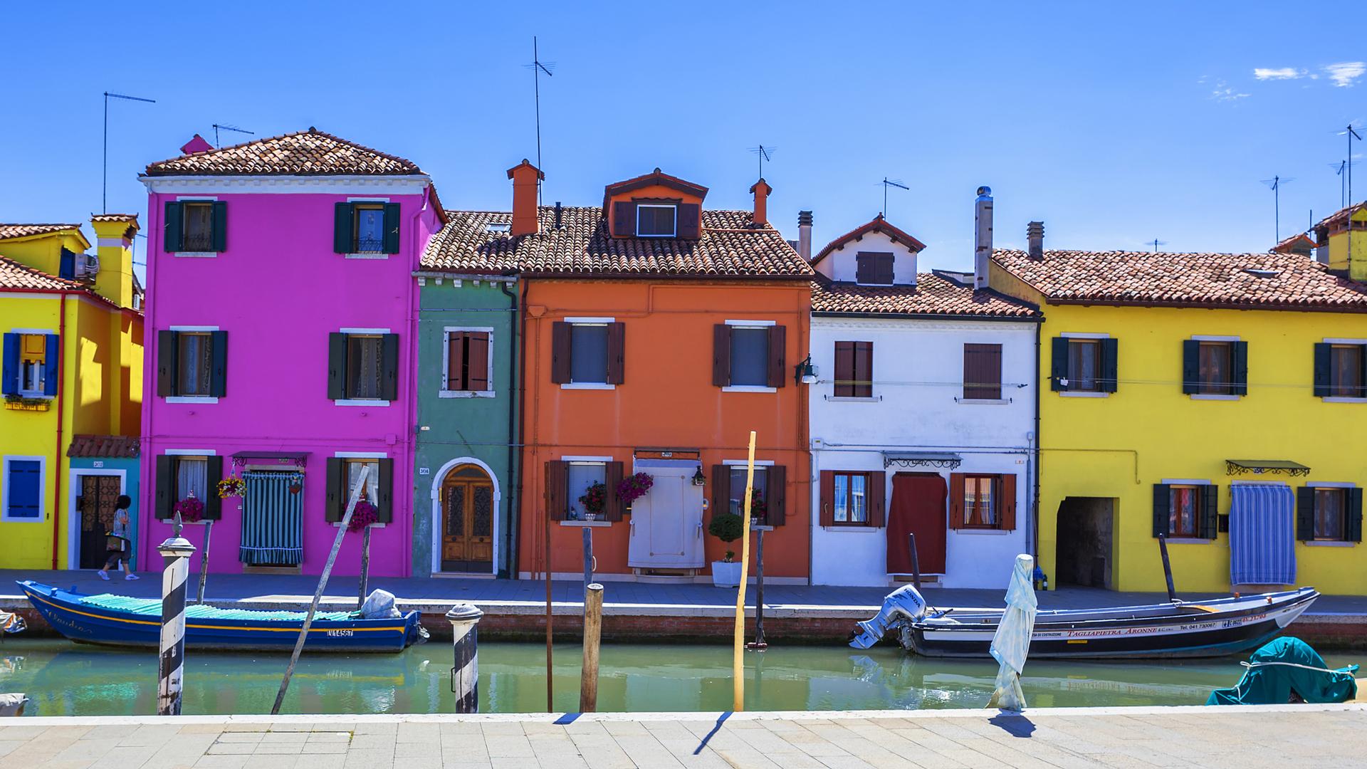 Burano, la ciudad Italiana concasas están llenas de color (iStock)