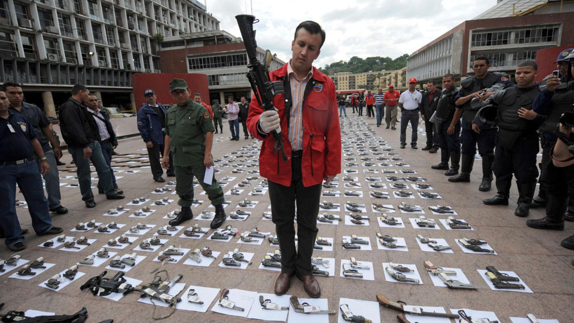 Tareck el Aissami ubicó a familiares en puestos clave de su organización criminal