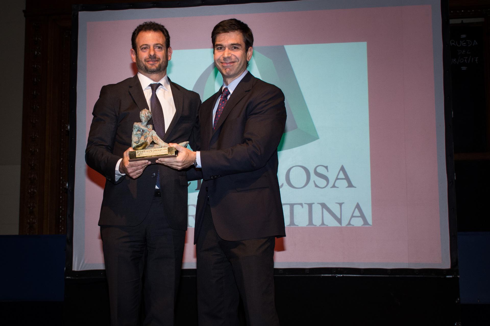 Celulosa se quedó con el premio a la Mejor Empresa Papelera. Lo recibió su director, José Urtubey, de manos del presidente de la Asociación de Entidades Periodísticas Argentinas, Daniel Dessein