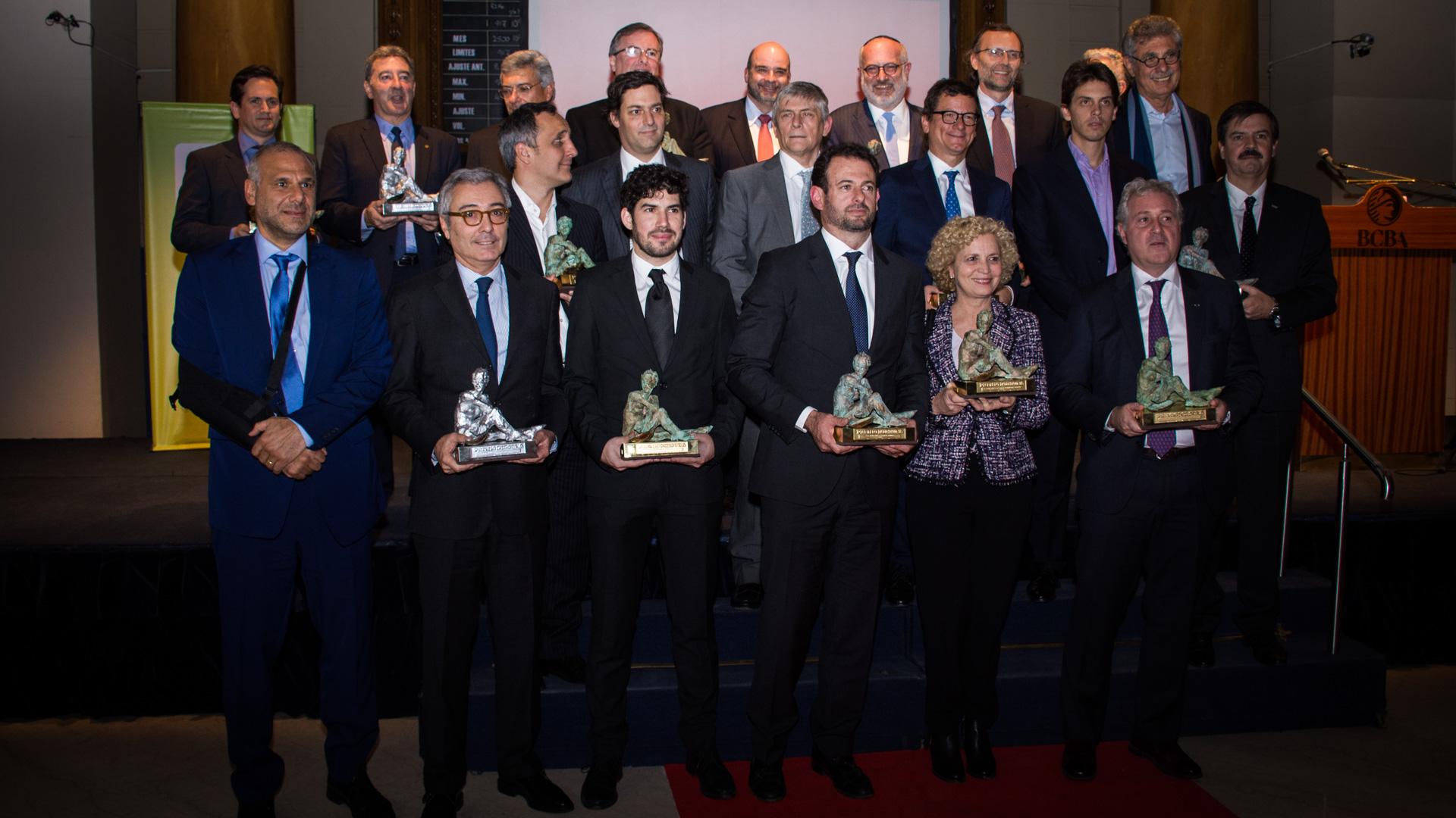La foto final con todos los ganadores de los Premios Fortuna a las Mejores y Mayores Empresas del País 2017 /// Fotos: Martín Rosenzveig