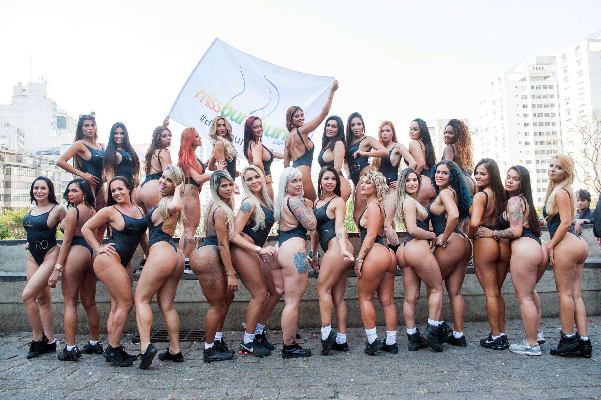 Las candidatas del concurso Miss BumBum desfilaron por las calles de San Pablo. El tradicional certamen premia a la mejor cola de Brasil (Grosby Group)