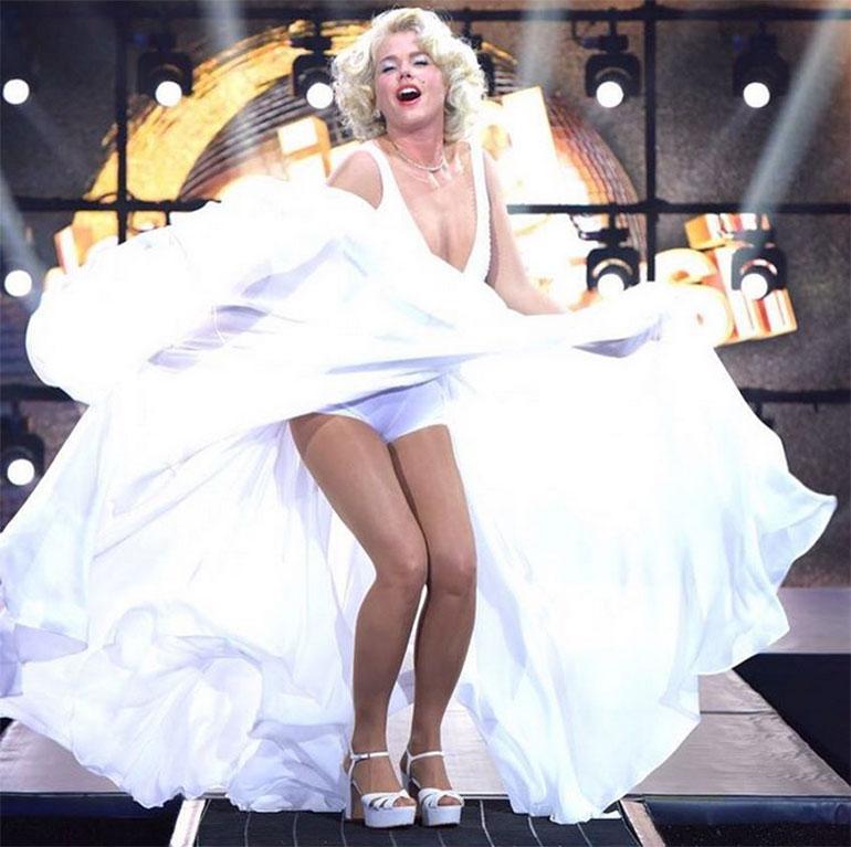 """Xuxa se puso en la piel de Marilyn Monroe en el programa """"Dancing Brasil"""". La conductora deslumbró con su sensualidad a los 54 años. ¡Una diosa!"""