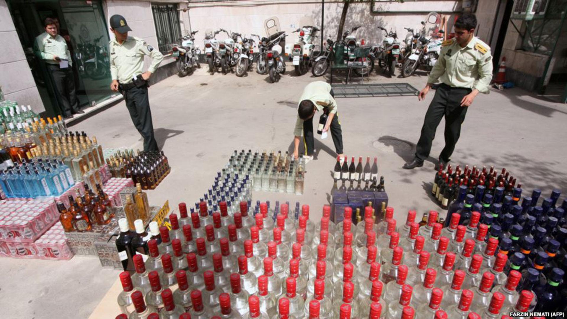 Una confiscación de alcohol en Teherán, una práctica habitual en Irán