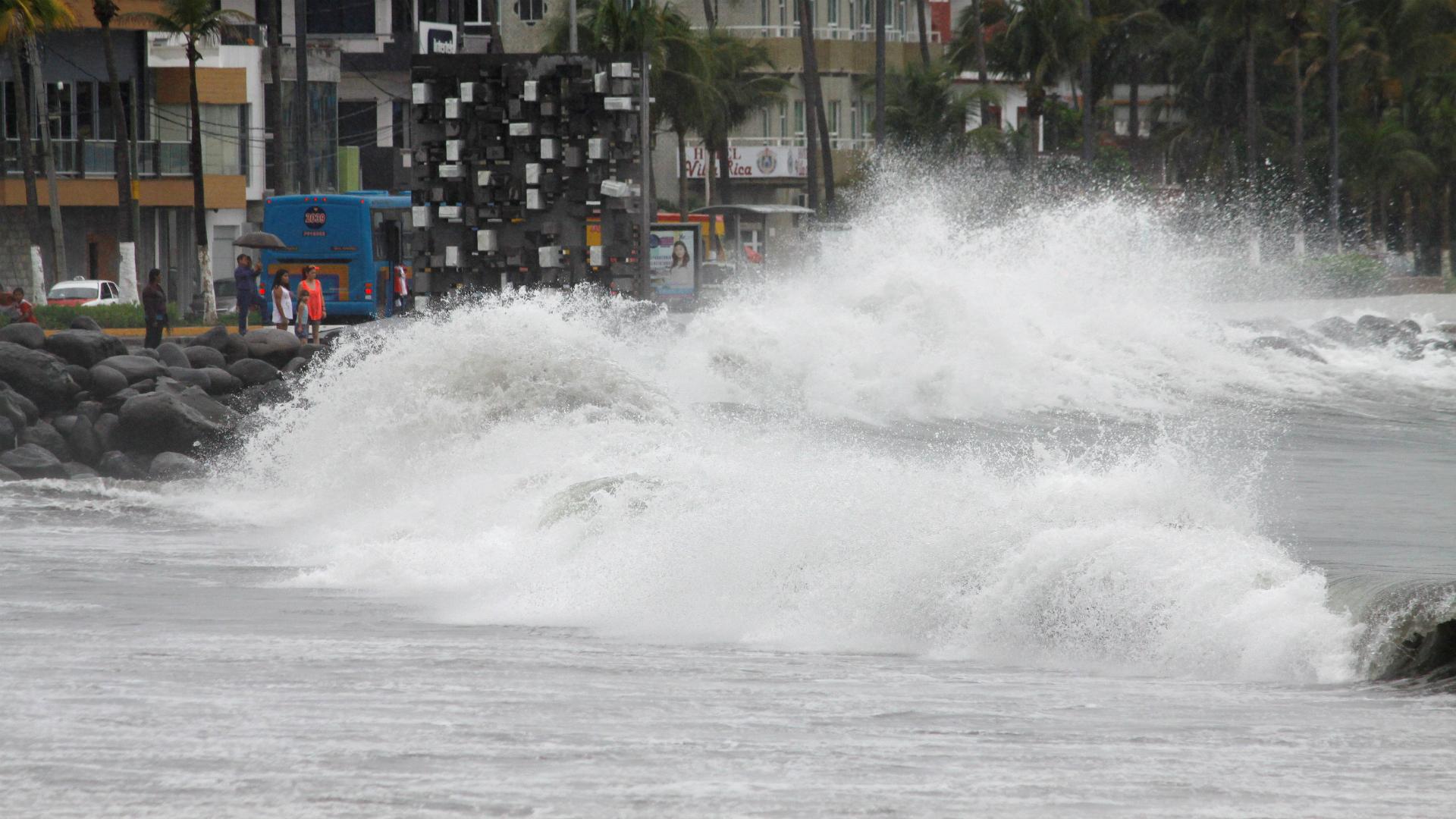 Desde el viernes se empezaron a sentir los embates de Franklin en las costas de Veracruz, México. (Reuters)