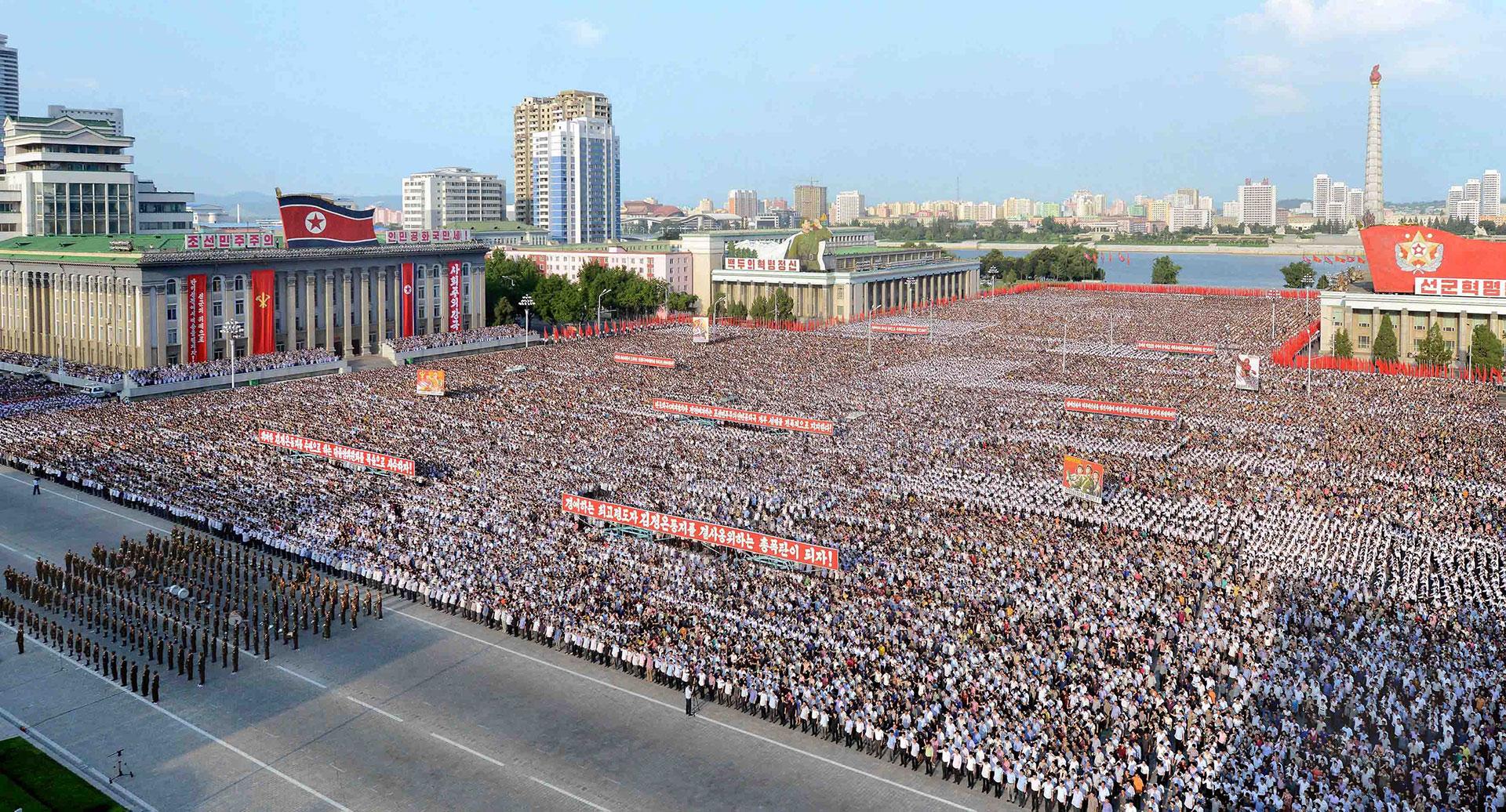Decenas de miles asistieron al desfile realizado en medios de tensiones extremas con Estados Unidos (Reuters)