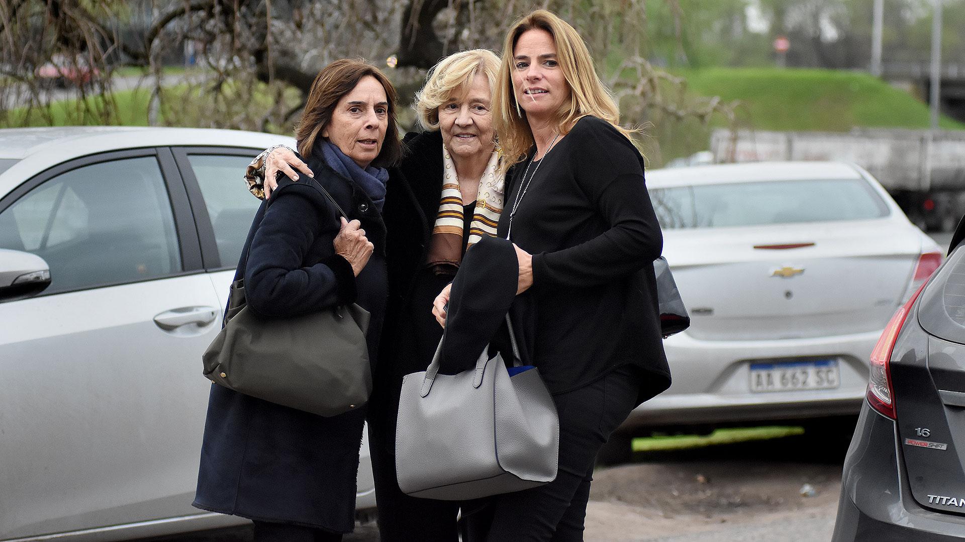 Laura del Carril (centro) y María Laura Velarde (der.)