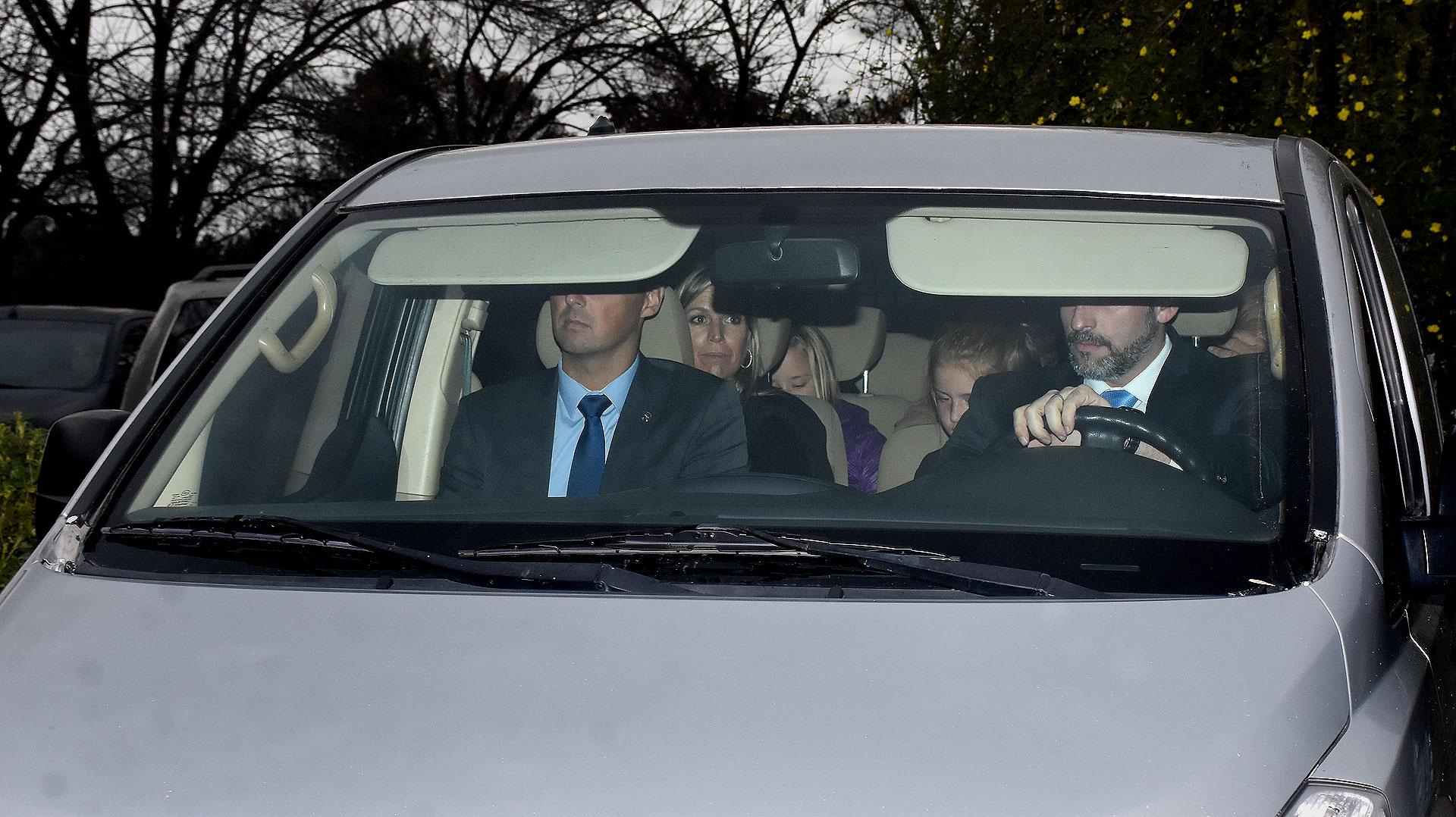 Máxima luce triste luego de terminar con la ceremonia que despidió los restos de su padre, Jorge Zorreguieta (Nicolás Stulberg)