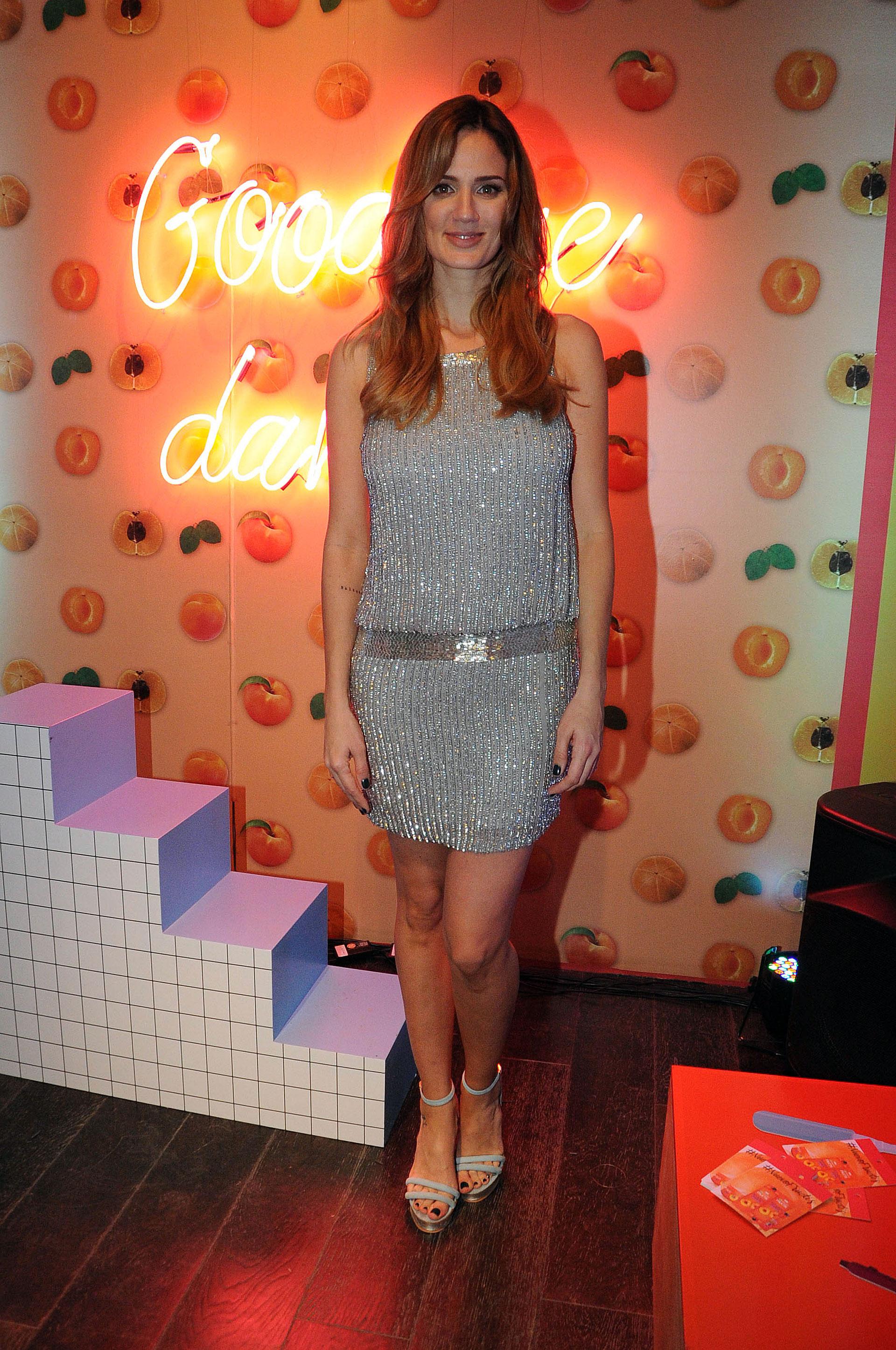La conductora y modelo Paula Chaves lució muy sensual con un vestido plateado en un evento de la marca Garnier (Verónica Guerman)