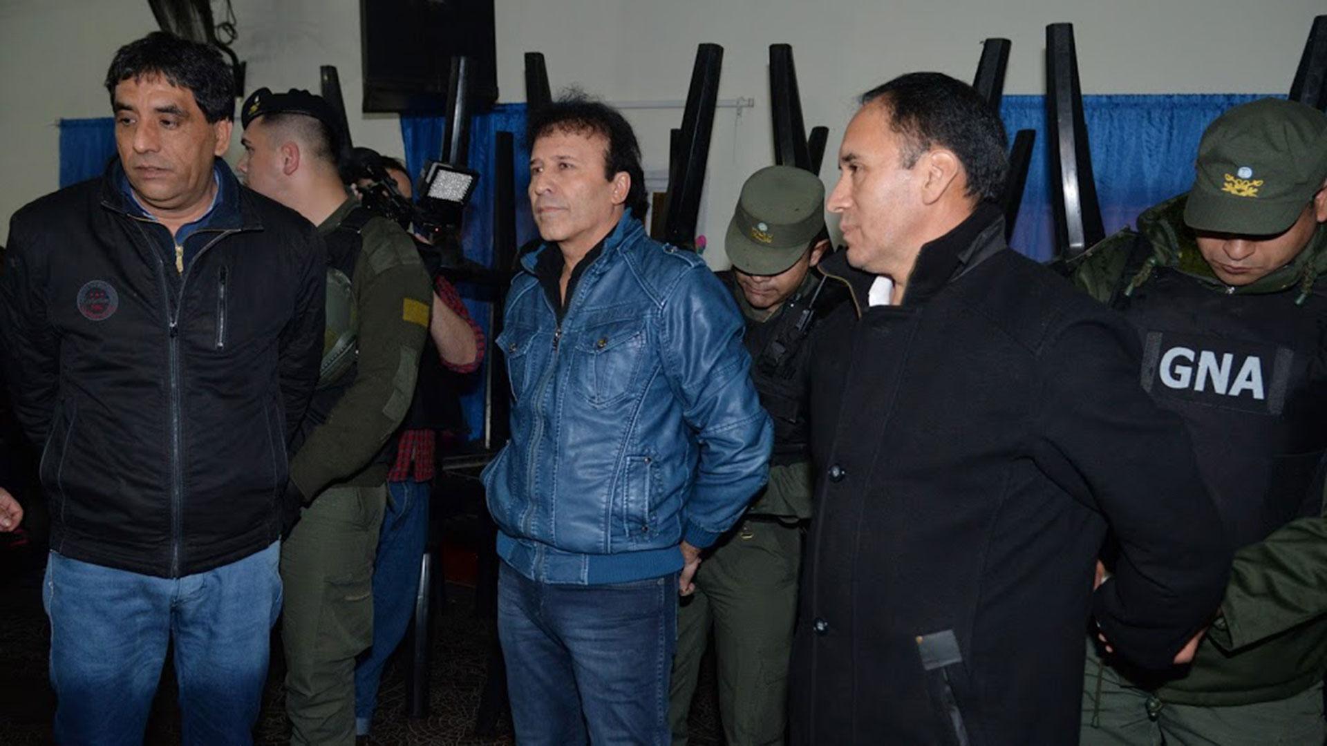 """Detuvieron el jueves por la noche a Enrique """"Quique"""" Antequera, quien maneja 15 mil puestos de la feria Urkupiña, dentro de La Salada, en Lomas de Zamora"""