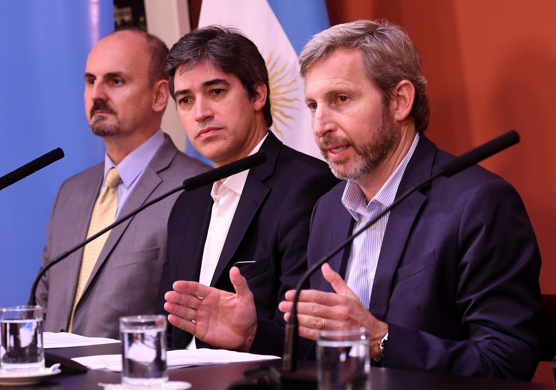 El ministro del Interior, Rogelio Frigerio, brindó una conferencia de prensa en donde especificó detalles del operativo de cara a las elecciones Primarias Abiertas Simultáneas y Obligatorias del próximo domingo