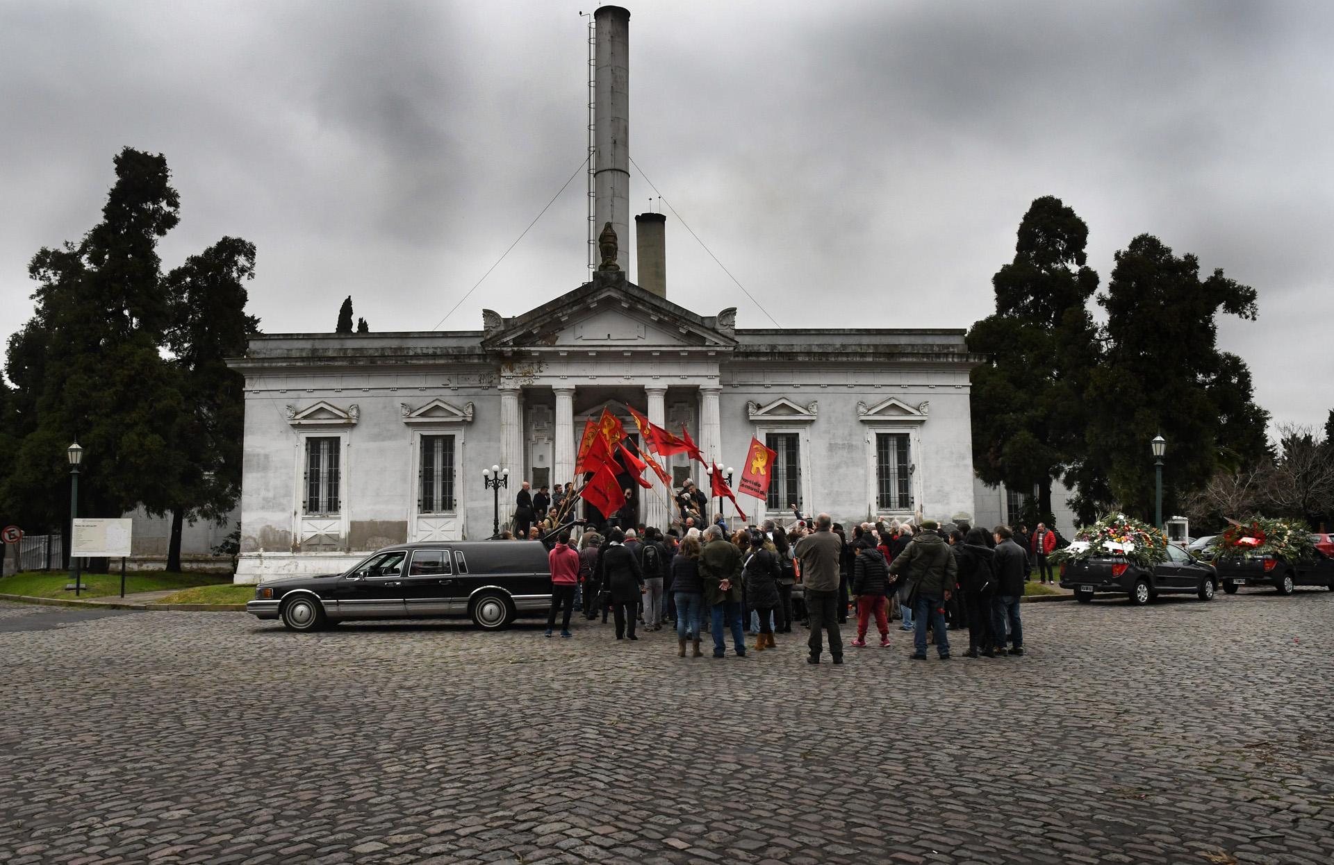 Despiden los restos del secretario general del Partido Comunista Patricio Echegaray, en el Cementerio de la Chacarita