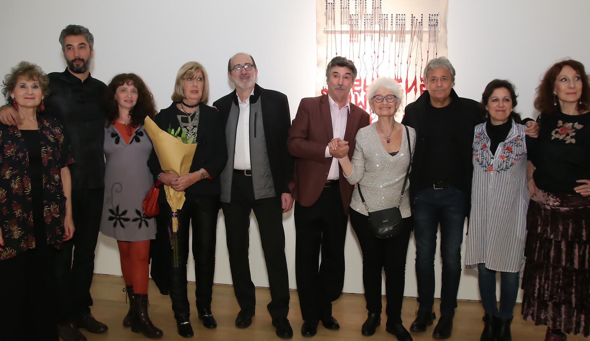 Algunos de los prestigiosos artistas argentinos participantes, entre ellos; pintores, escultores, fotógrafos, bordadores y creadores de objetos. Las obras sorprenden porque nos permiten ver lo que antes no existía
