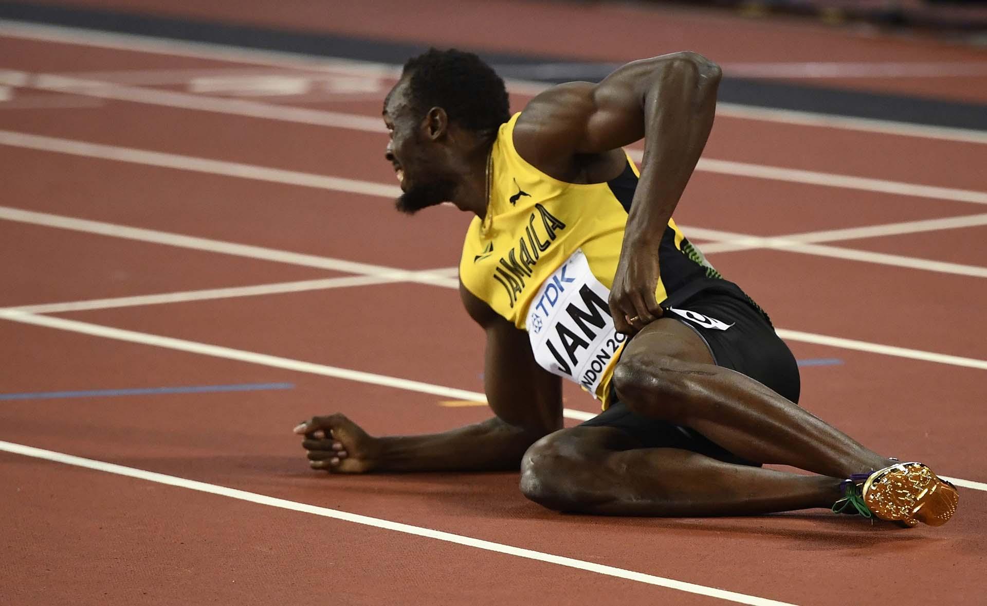 Bolt observa desde el piso cómo termina la carrera de su retiro