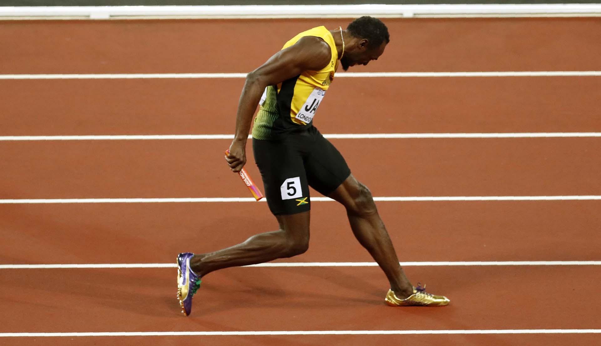 Bolt sintió un pinchazo en su pierna izquierda a los pocos metros de iniciar el trayecto