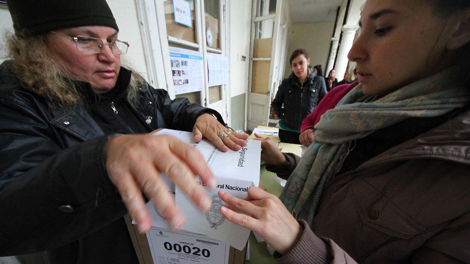 A las 11:30 ya había votado el 27% del padrón electoral