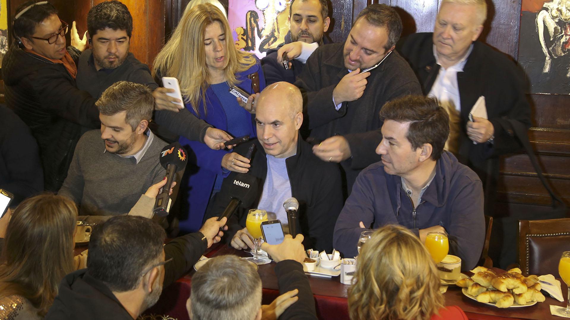 El jefe de gobierno porteño, Horacio Rodríguez Larreta, y el jefe de Gabinete, Marcos Peña, acompañaron a los precandidatos de la Ciudad