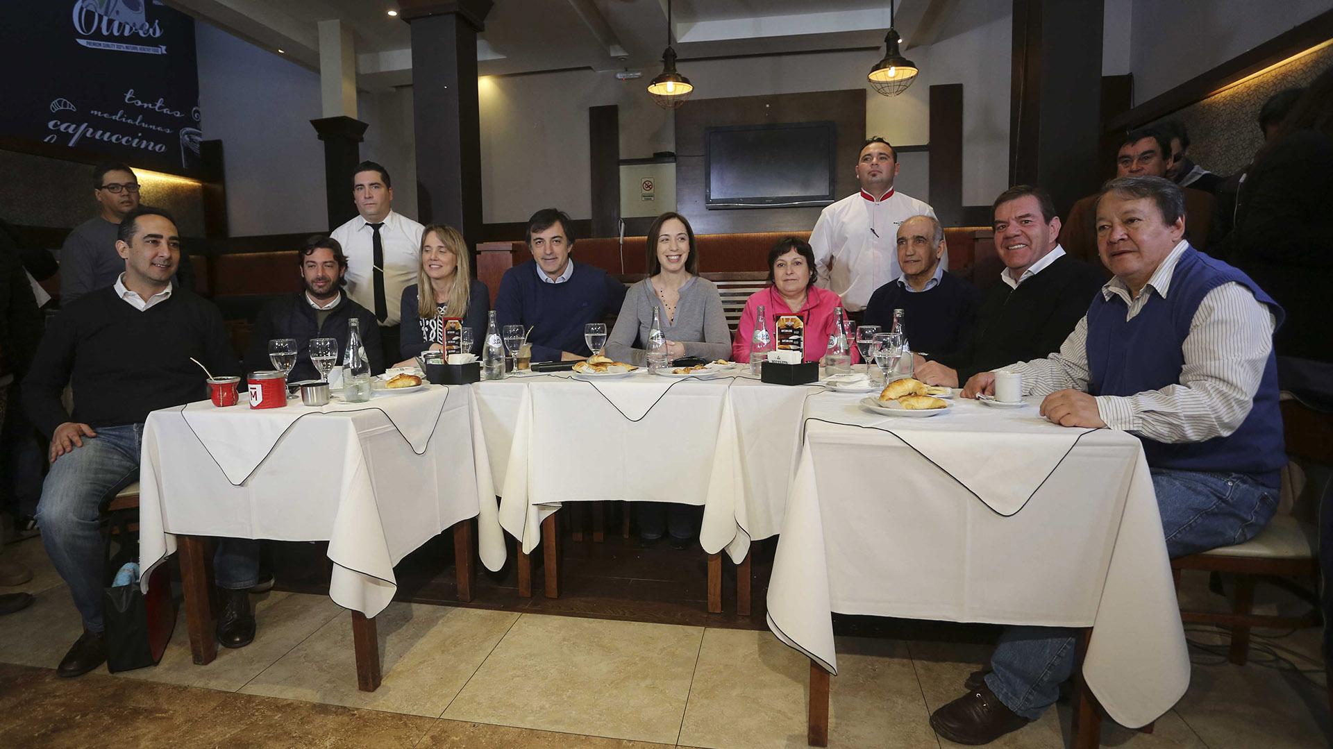 La gobernadora María Eugenia Vidal desayunó junto a los precandidatos de Cambiemos en la provincia de Buenos Aires