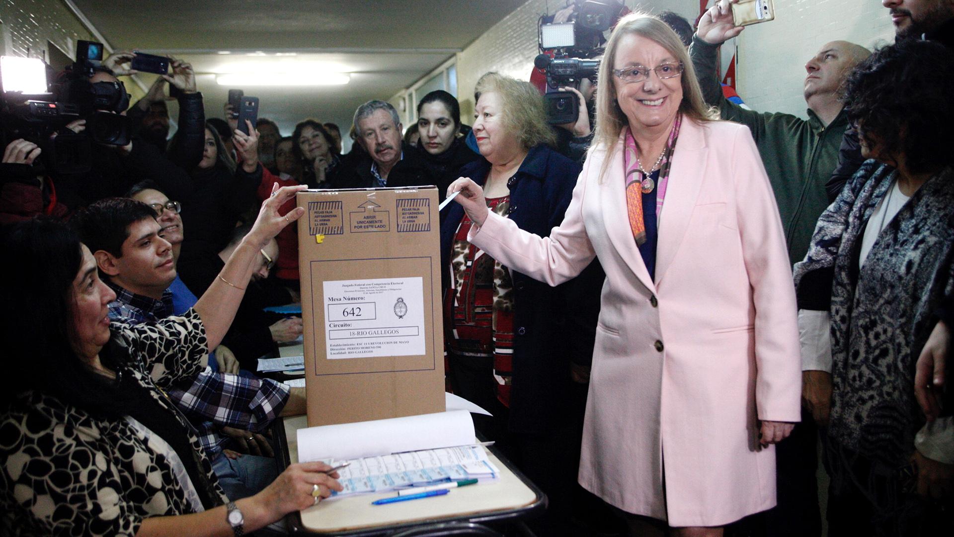 Alicia Kirchner ganó en 2015 gracias a la ley de lemas. Mañana la Corte se expedirá sobre la validez de la ley provincial que establece el sistema de votación.
