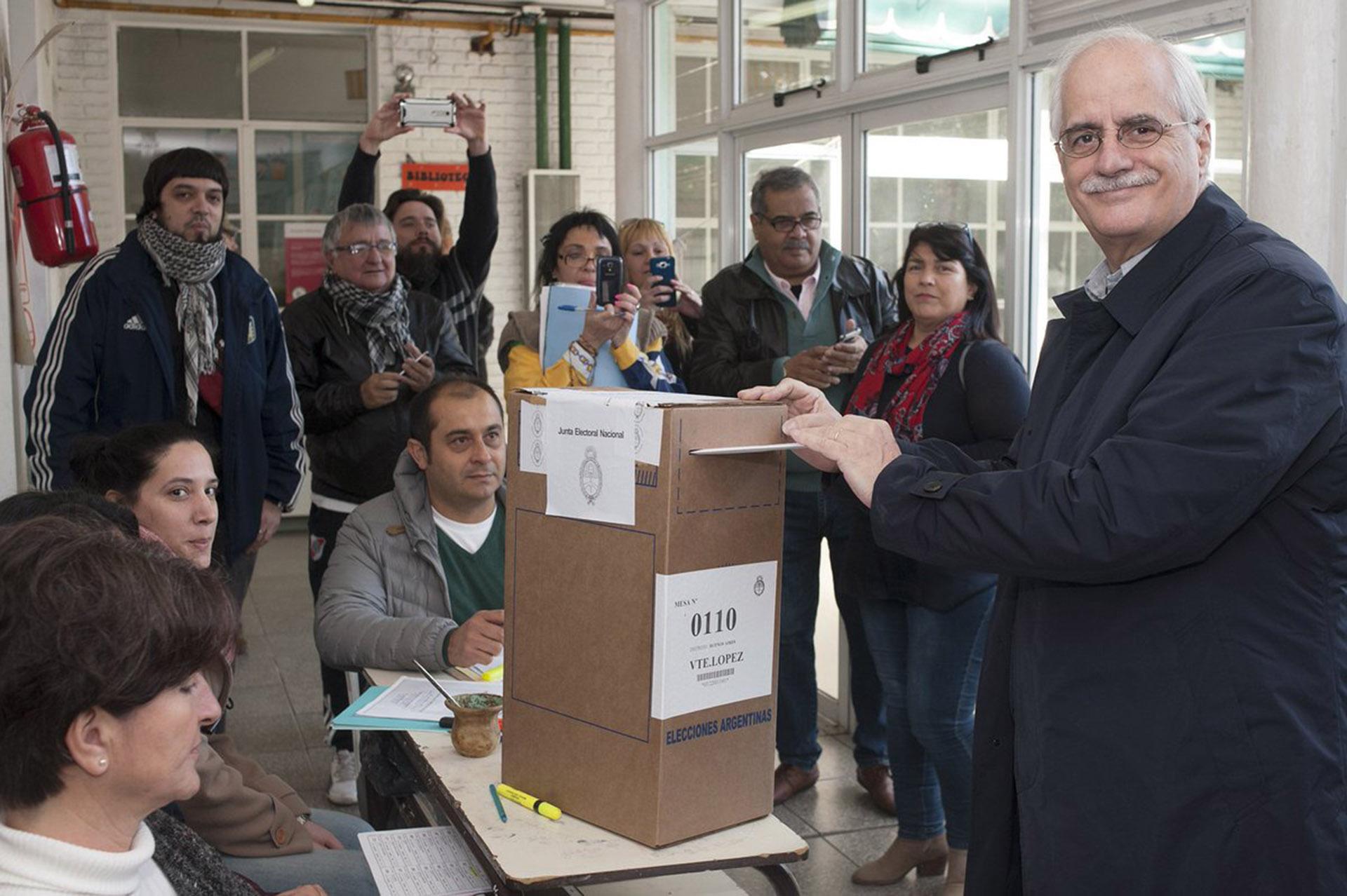 Jorge Taiana, el candidato a senador del partido Unidad Ciudadana, eligió una propuesta conservadora adaptada al frío
