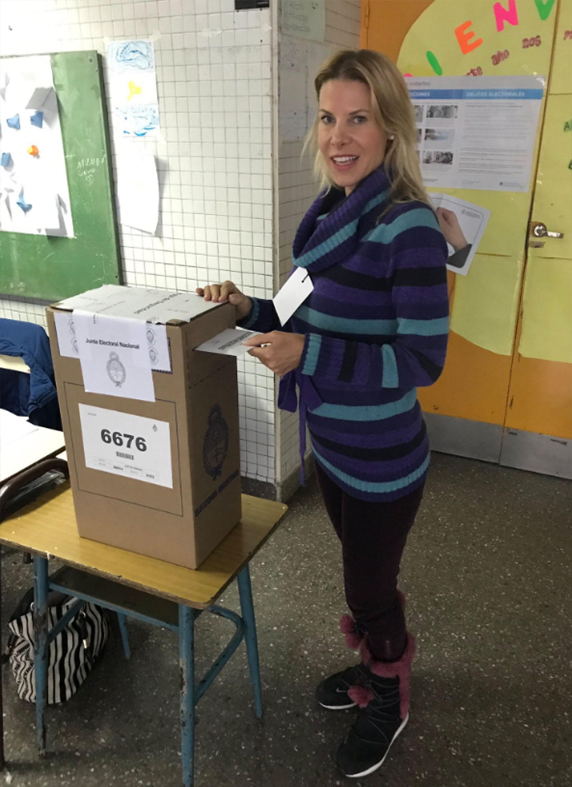 Karen Reichardt ya emitió su voto