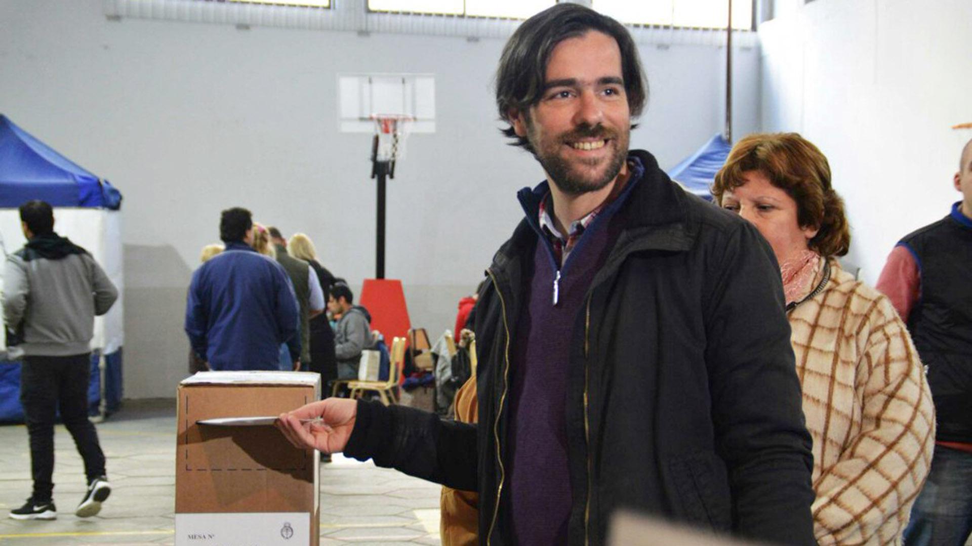Nicolás del Caño se diferenció de los otros candidatos con en cuánto a la paleta de tonalidades (@NicolasdelCano)