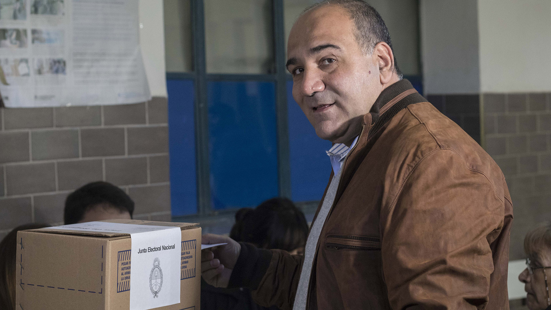 El gobernador de Tucumán Juan Manzur vota en el colegio El Salvador de la localidad de Yerba Buena