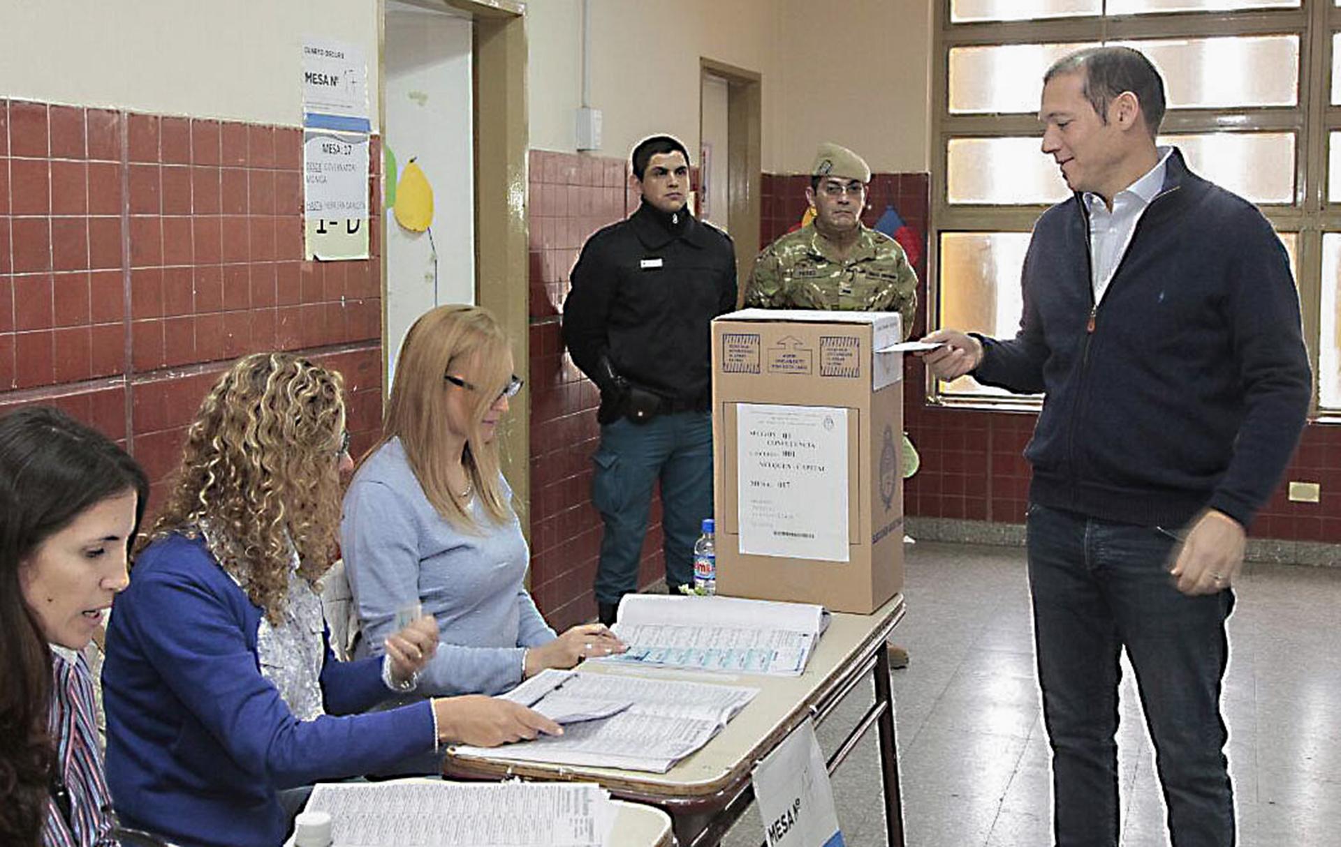 El gobernador de Neuquén Omar Gutiérrez