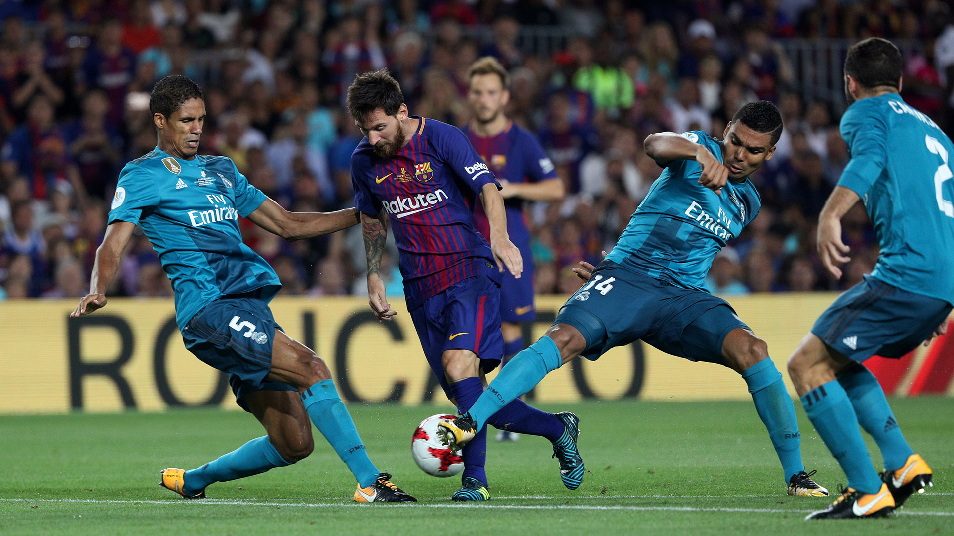 [ Internacional ] Cristiano Ronaldo le tocó la oreja a Lio Messi