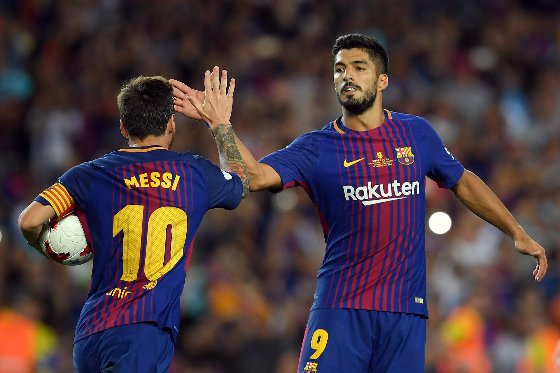 Lionel Messi empató el partido de penal, tras una falta sobre Luis Suárez