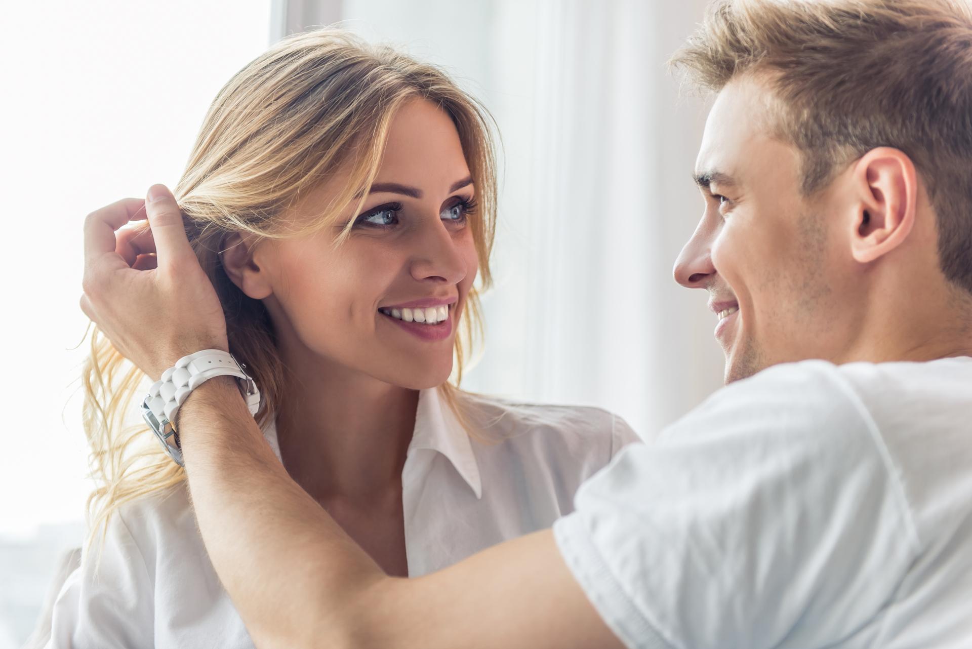 Hombres y mujeres prefieren los ojos cuando se trata de iniciar una relación seria y comprometida (iStock)
