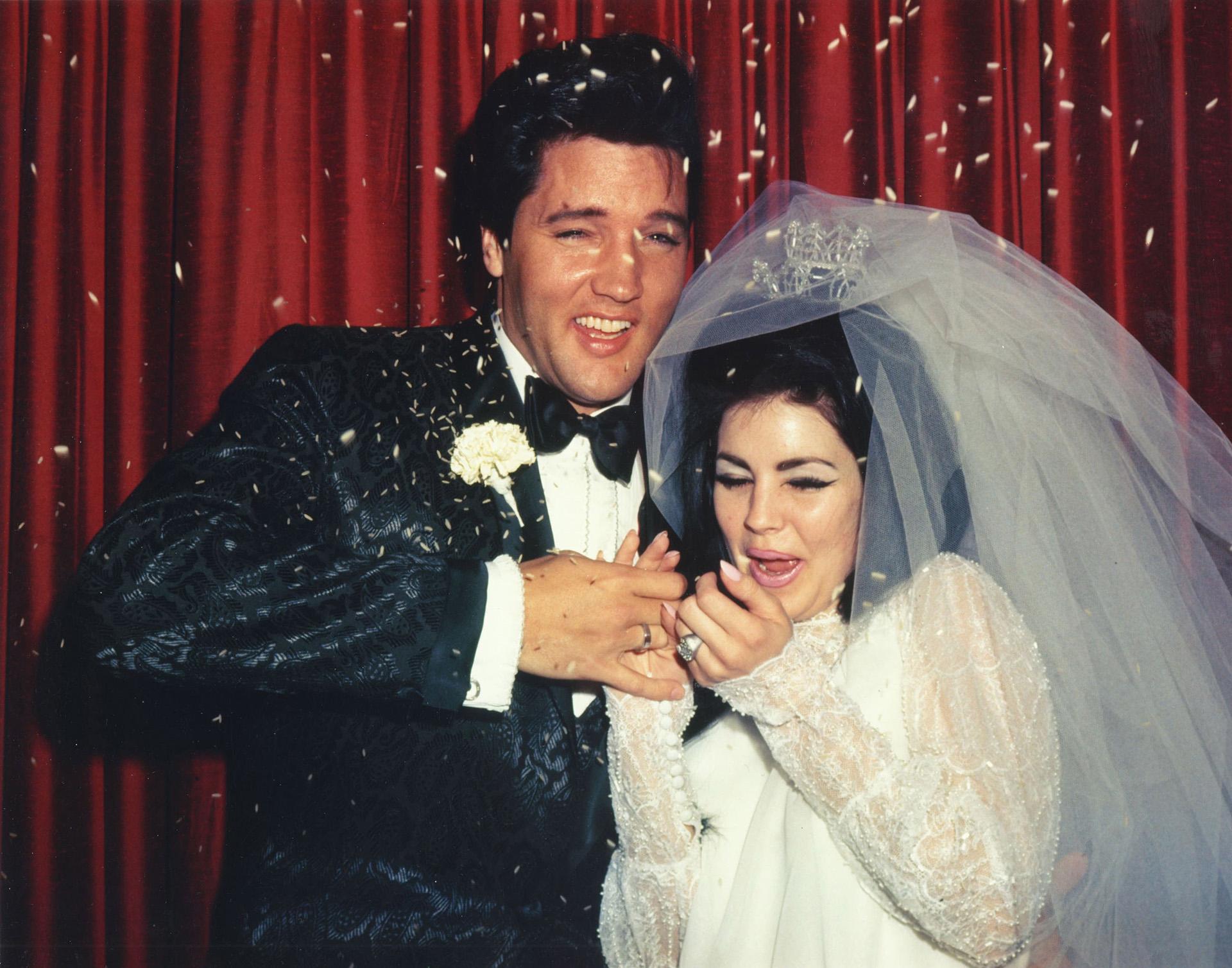 Em 1 de maio de 1967, nos Estados Unidos, Elvis se casou com Priscilla.  O casamento durou apenas 6 anos (Foto de Michael Ochs Archives / Getty Images)