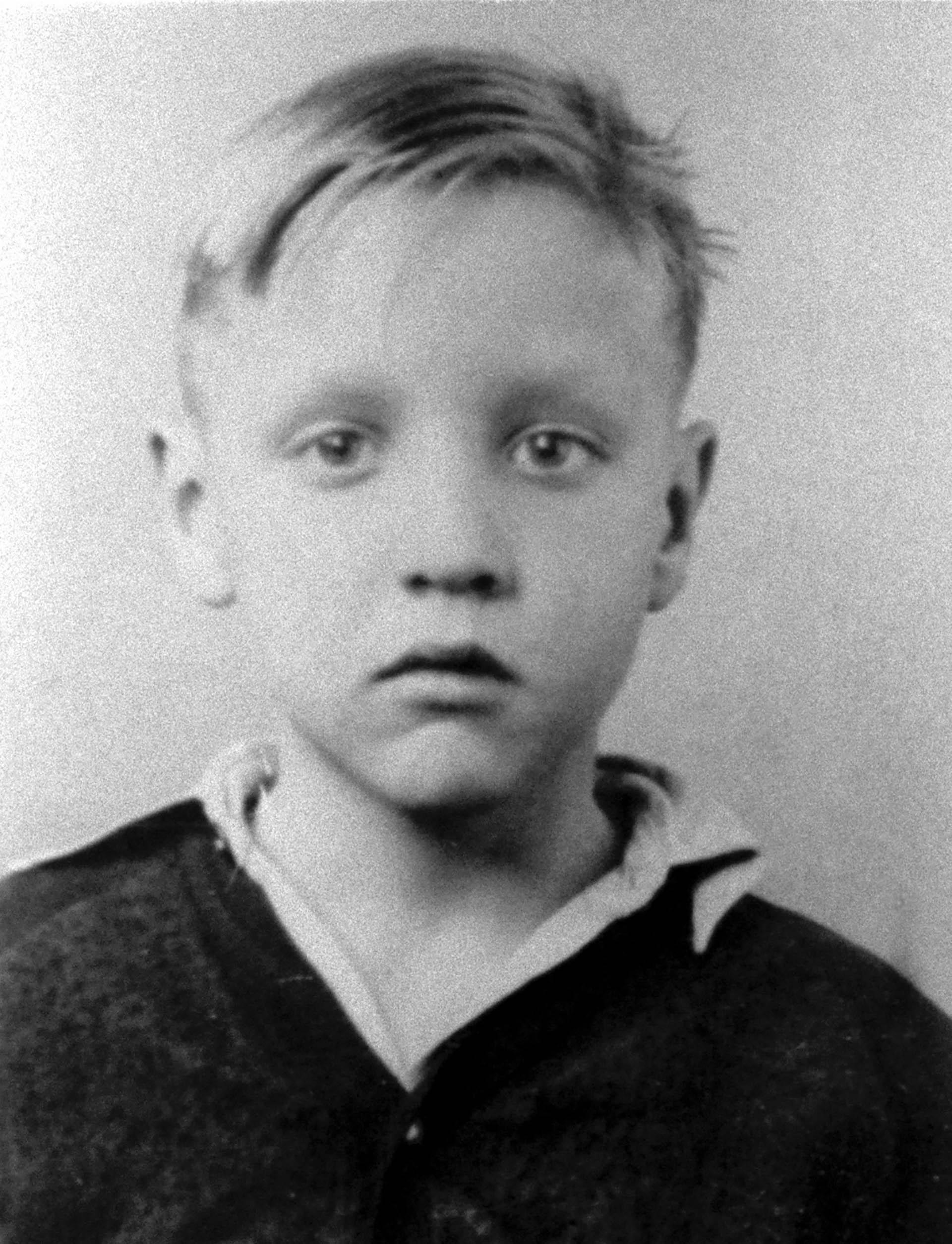 Ele nasceu em 8 de janeiro de 1935 em Tupelo, Estados Unidos.  Desde criança ele sabia que sua paixão era música