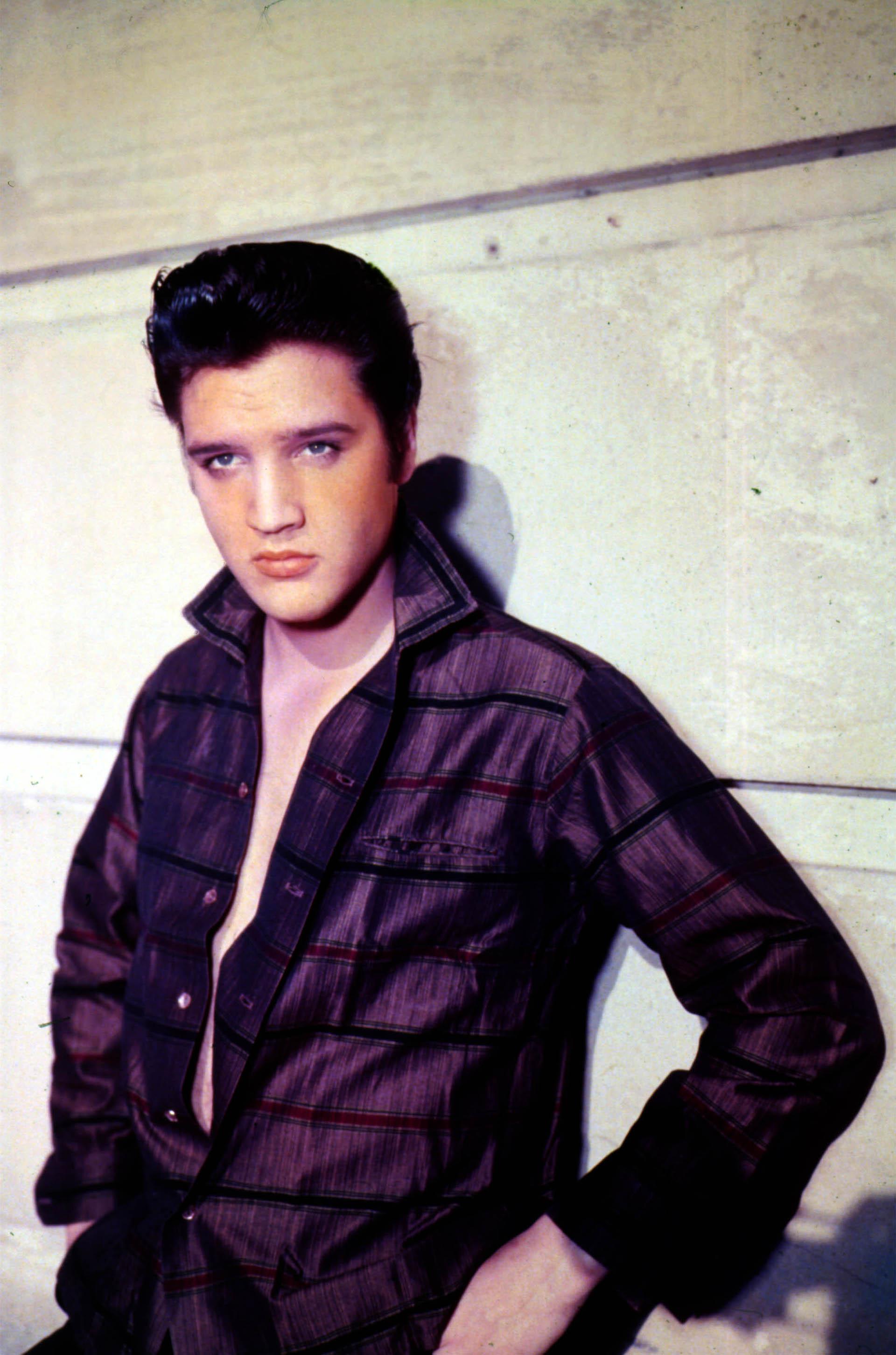 Ícone dos anos 50, marcou um antes e depois no mundo da moda masculina.  Quadrilha ou camisas listradas eram algumas de suas favoritas.  O oxford ou calças de sino eram um clássico do músico