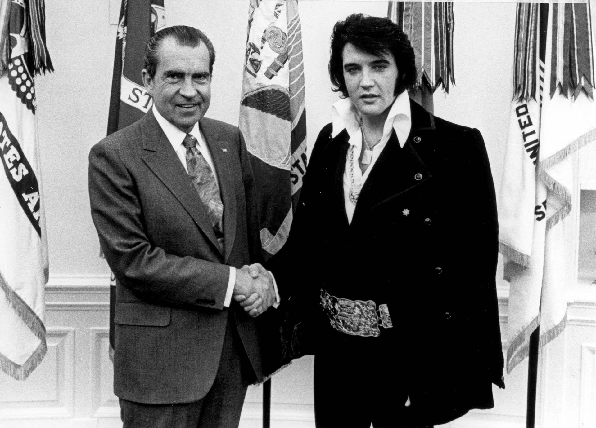 Junto com Richard Nixon, o então presidente dos Estados Unidos, em uma visita oficial ao Gabinete Oval da Casa Branca