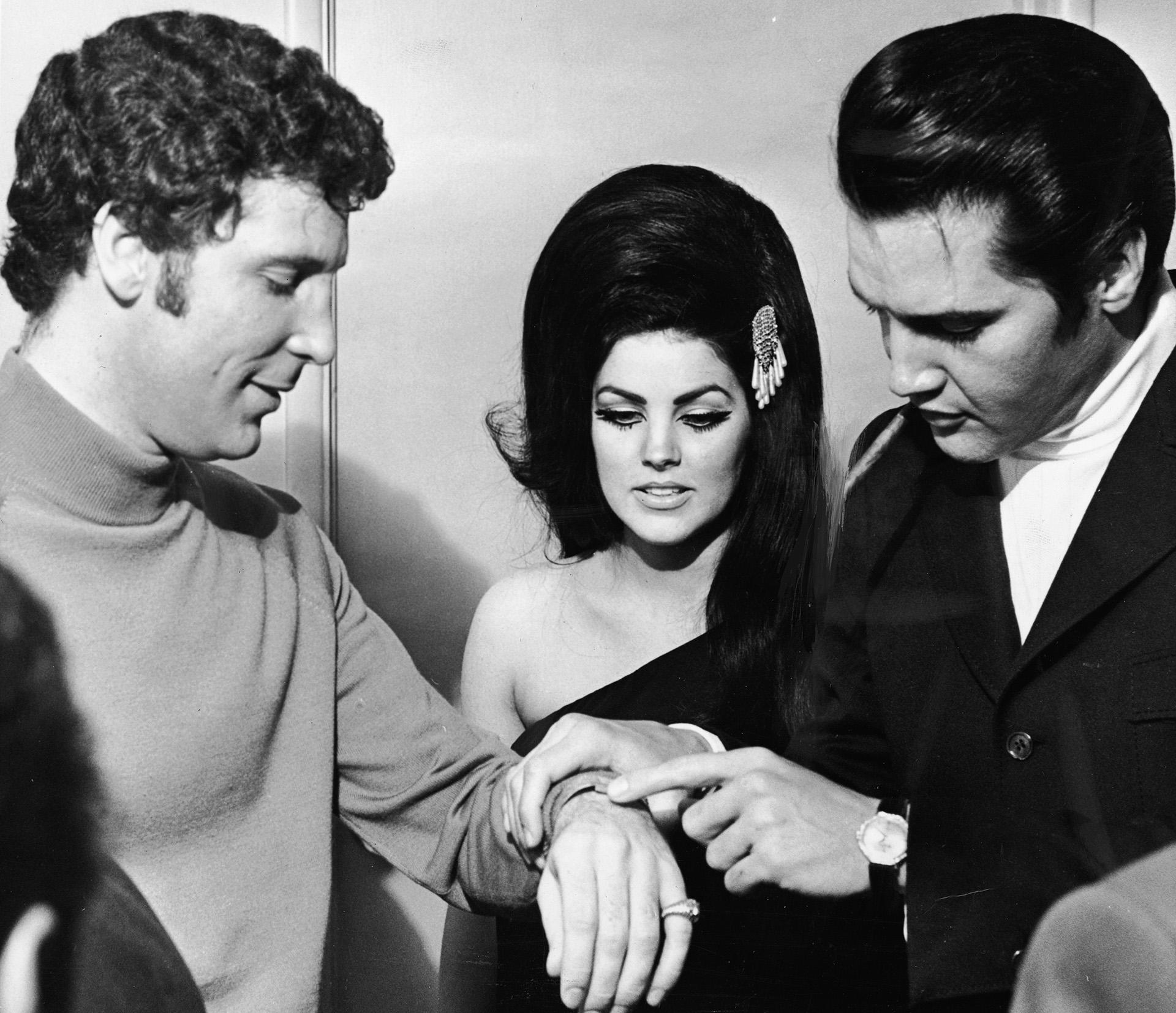 Em 1 de junho de 1971, com o cantor britânico Tom Jones em Las Vegas (Foto: Hulton Archive / Getty Images)