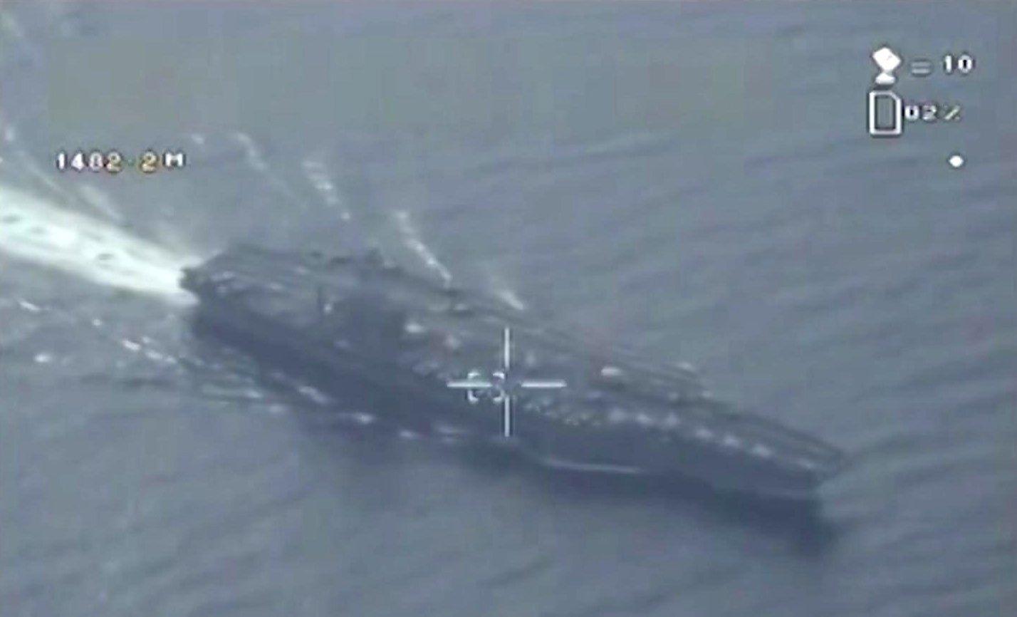 Una imagen de archivo un portaaviones estadounidense tomada por un drone iraní (IRIB)