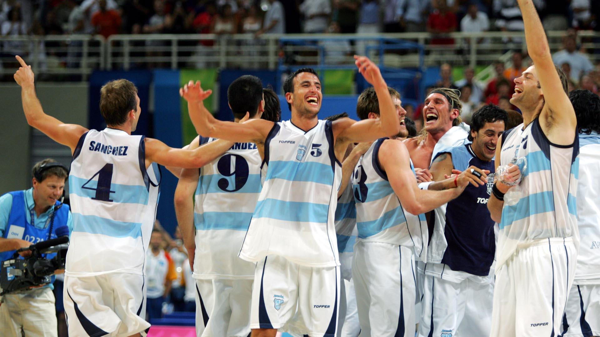 El festejo tras la histórica clasificación ante Serbia en los juegos Olímpicos de Atenas 2004
