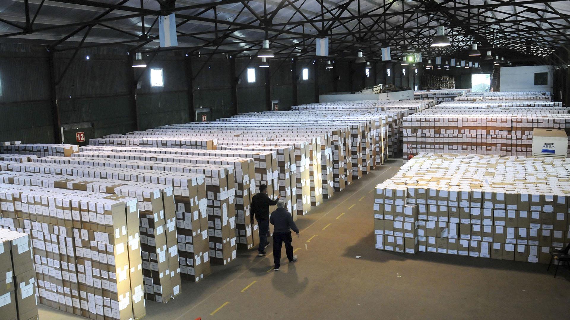 Las urnas que se utilizaron en las PASO bonaerense (Télam)